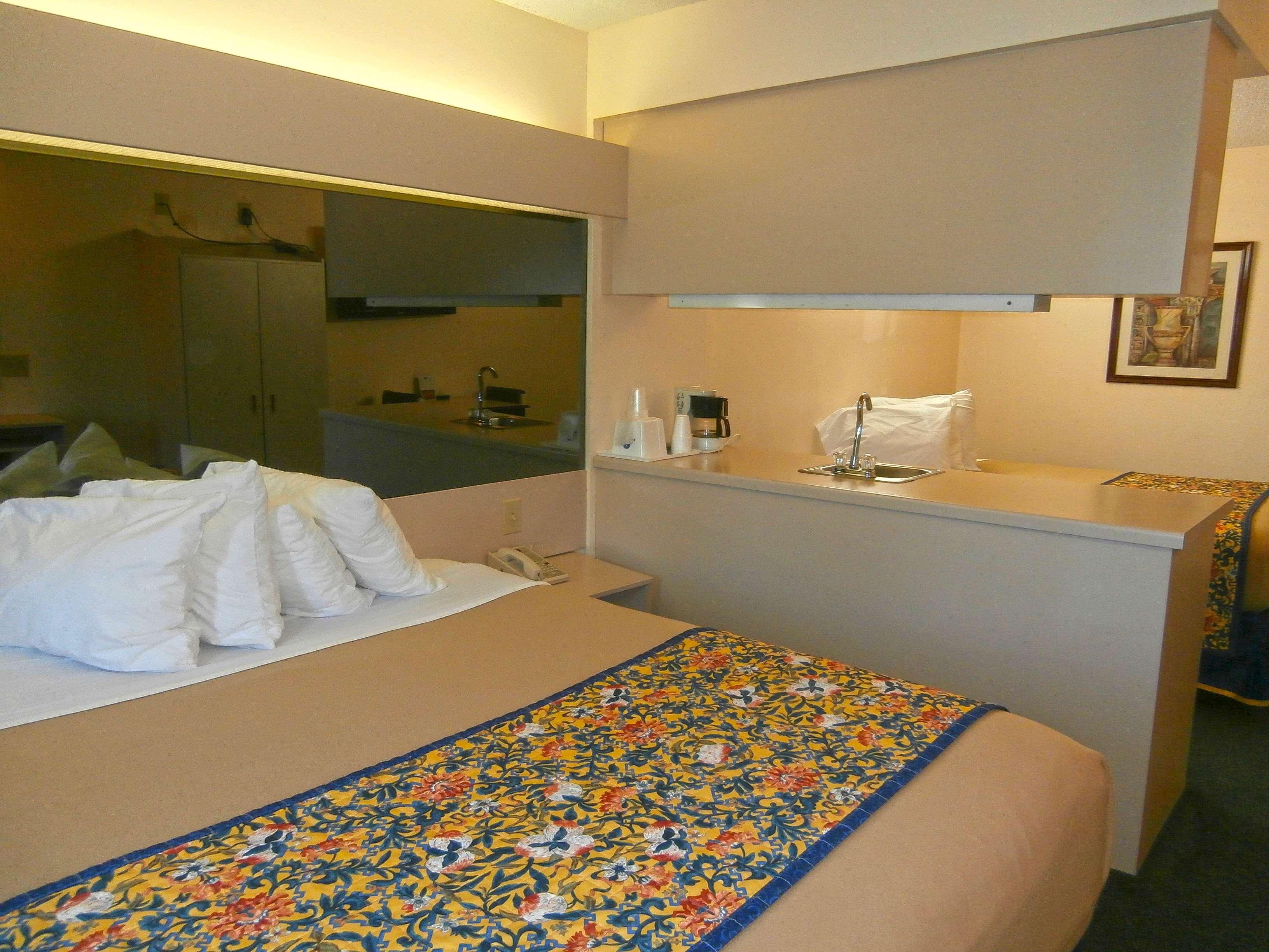 Americas Best Value Inn Amp Suites Mcdonough In Mcdonough