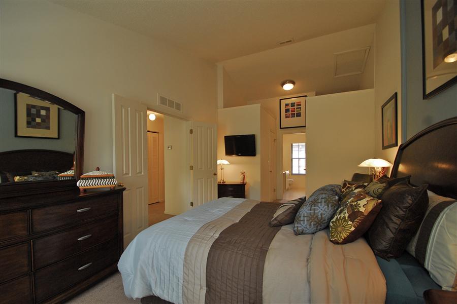 Fairlane Woods Apartments In Dearborn Mi 48126