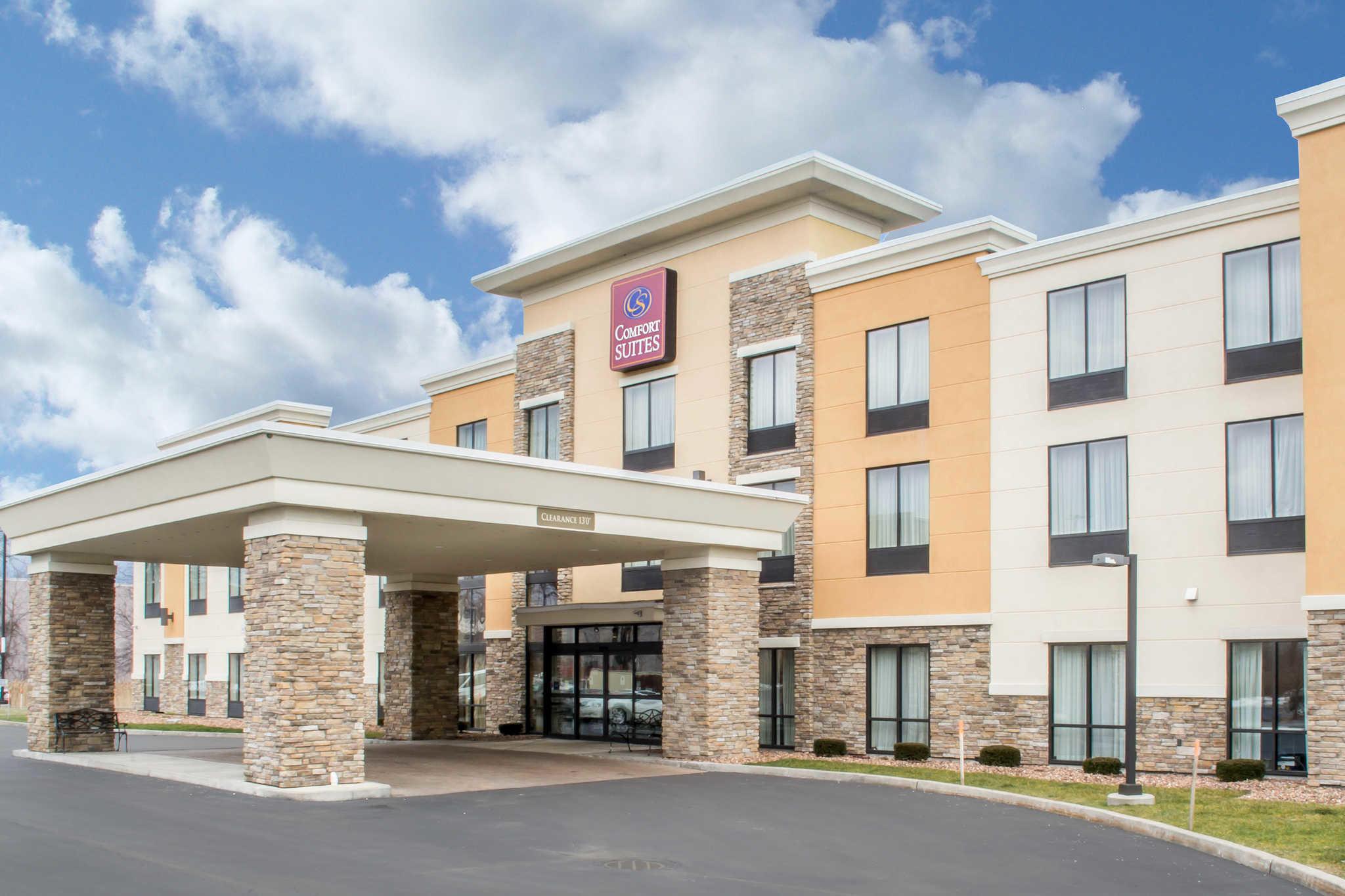 Hotel in NY Cicero 13039 Comfort Suites Cicero - Syracuse North 5875 Carmenica Drive I-81 exit 30 (315)752-0150