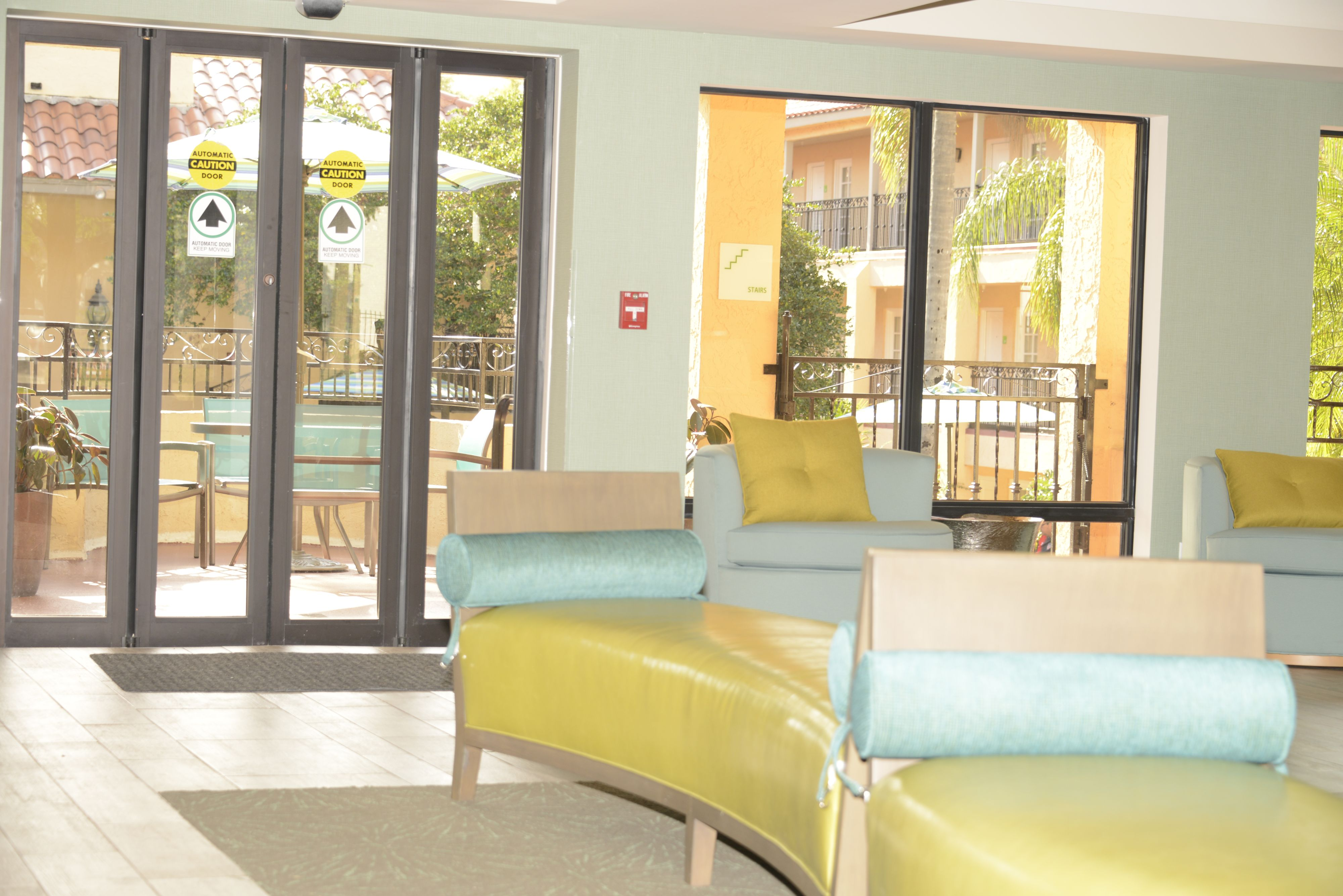 Holiday Inn Hotel Suites Tampa N Busch Gardens Area