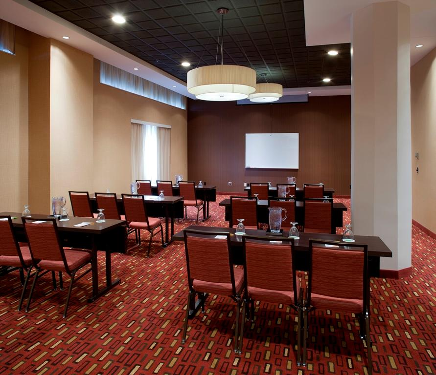 Omaha Hotels With Family Style Meeting Rooms