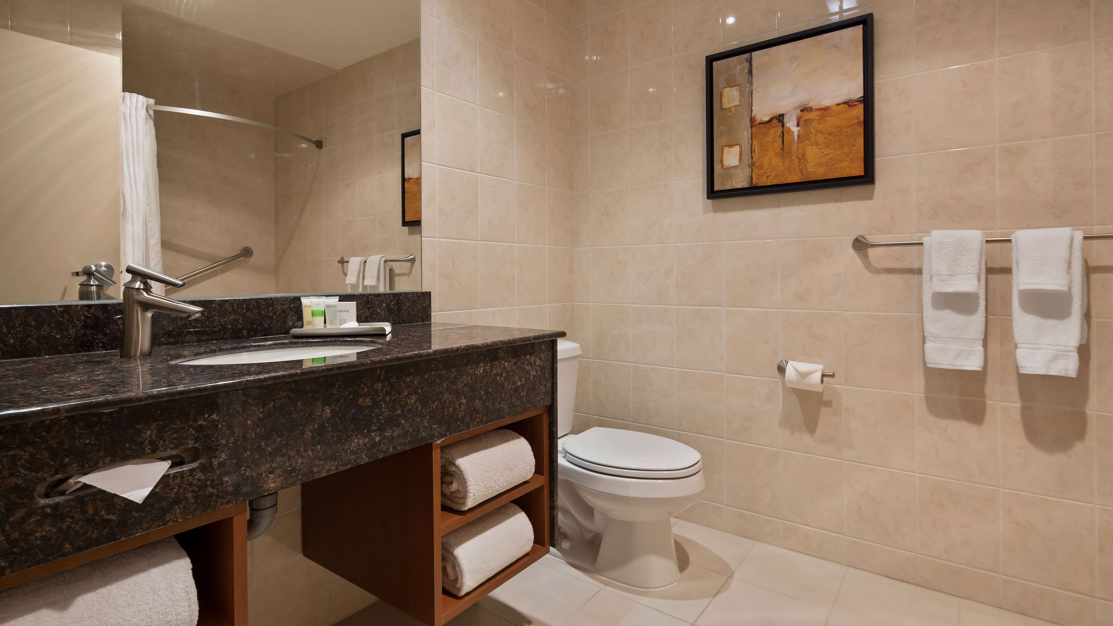 Guest Bathroom Best Western Plus Orangeville Inn & Suites Orangeville (519)941-3311