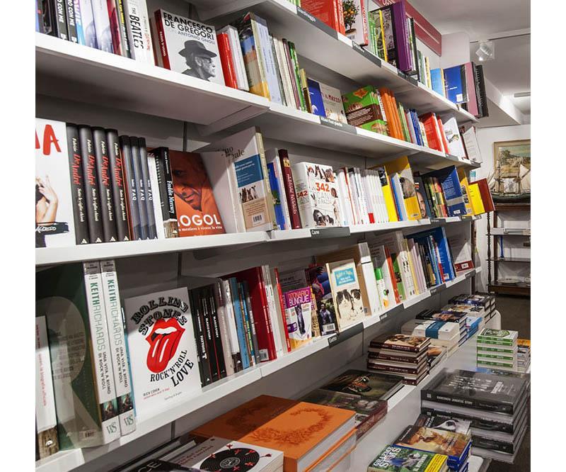 Libreria Mondadori Bookstore