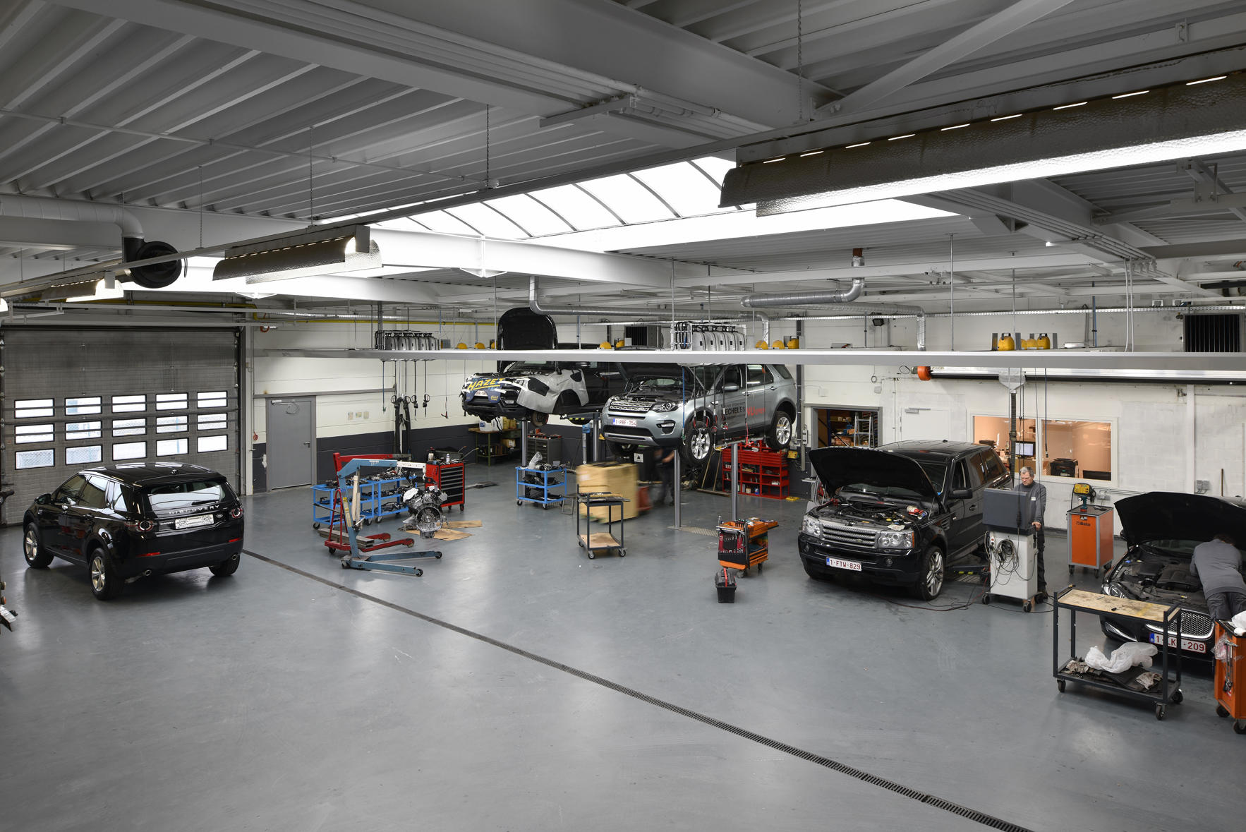 Land rover mechelen agenten concessiehouders en for Land rover tarbes garage moderne