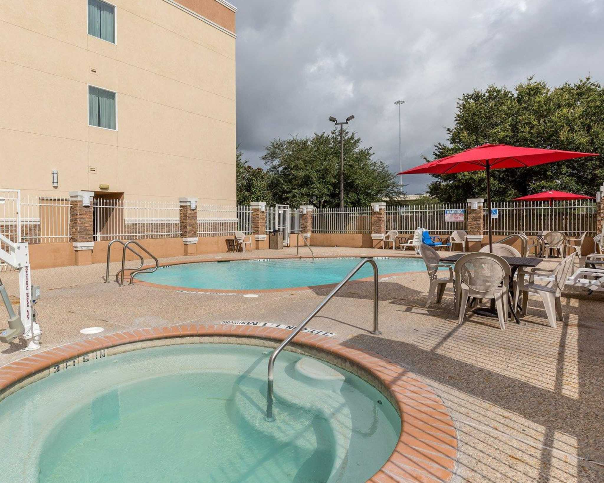 Comfort Suites At Katy Mills Coupons Near Me In Katy