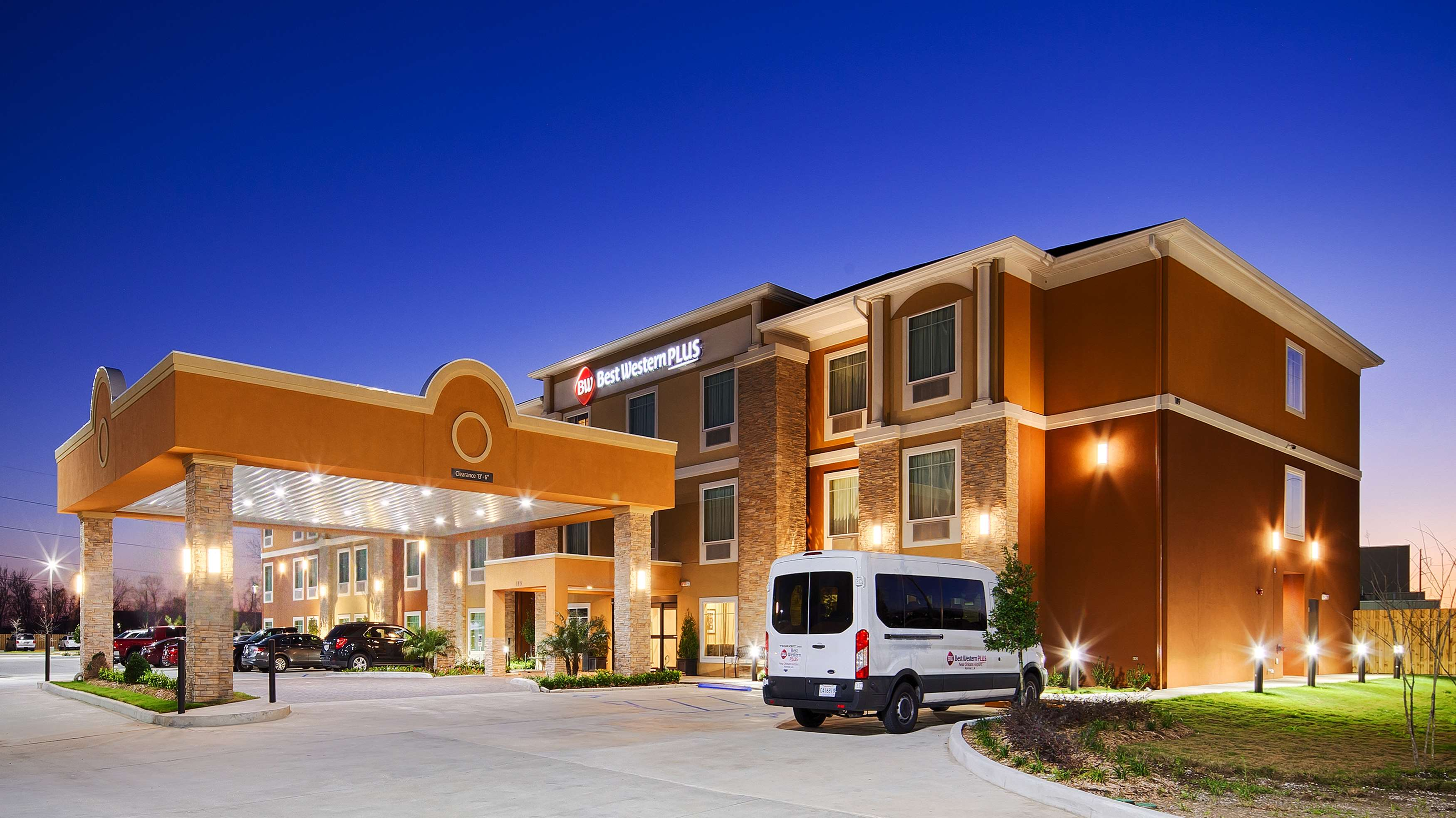 Best western plus new orleans airport hotel coupons near for Modern hotels near me
