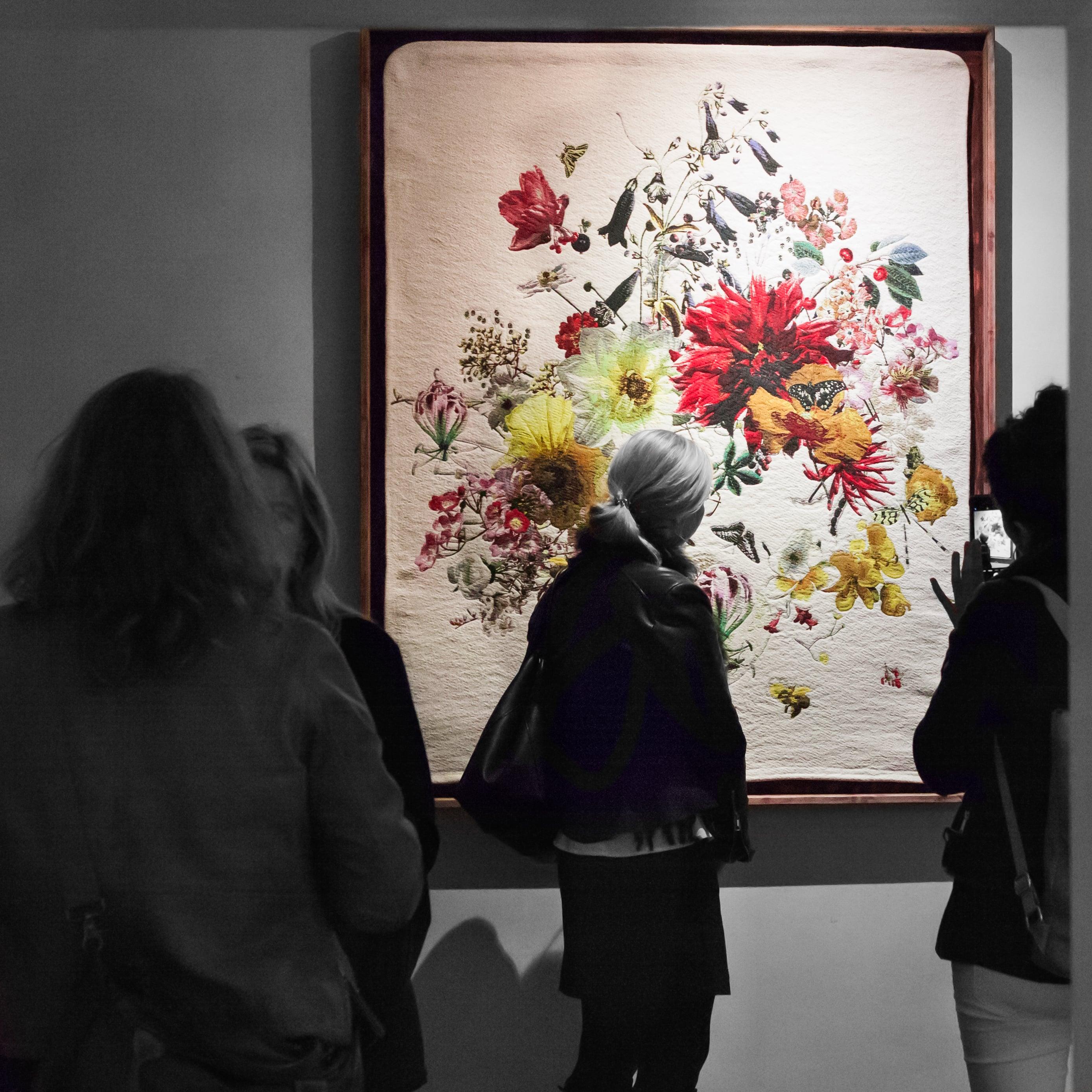 Jacquard-Gobelin Wandteppich mit floralem Muster von NOMY Art & Design