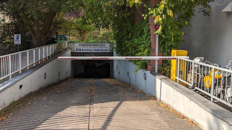 Einfahrt Parkplatz