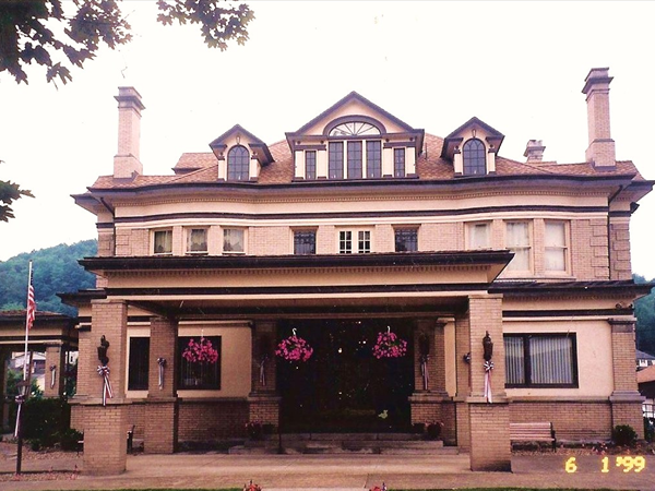 Bartlett Funeral Home and Crematory image 1