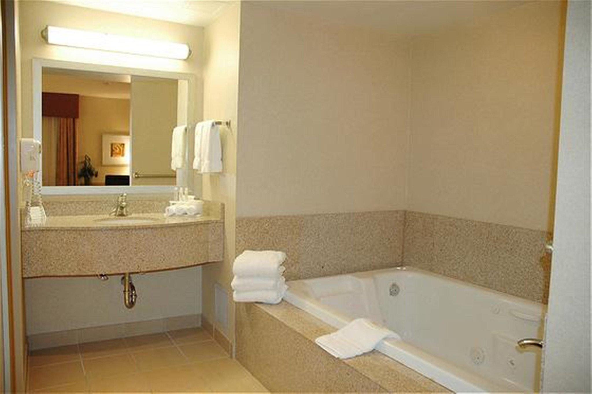 Holiday Inn Express & Suites Surrey in Surrey