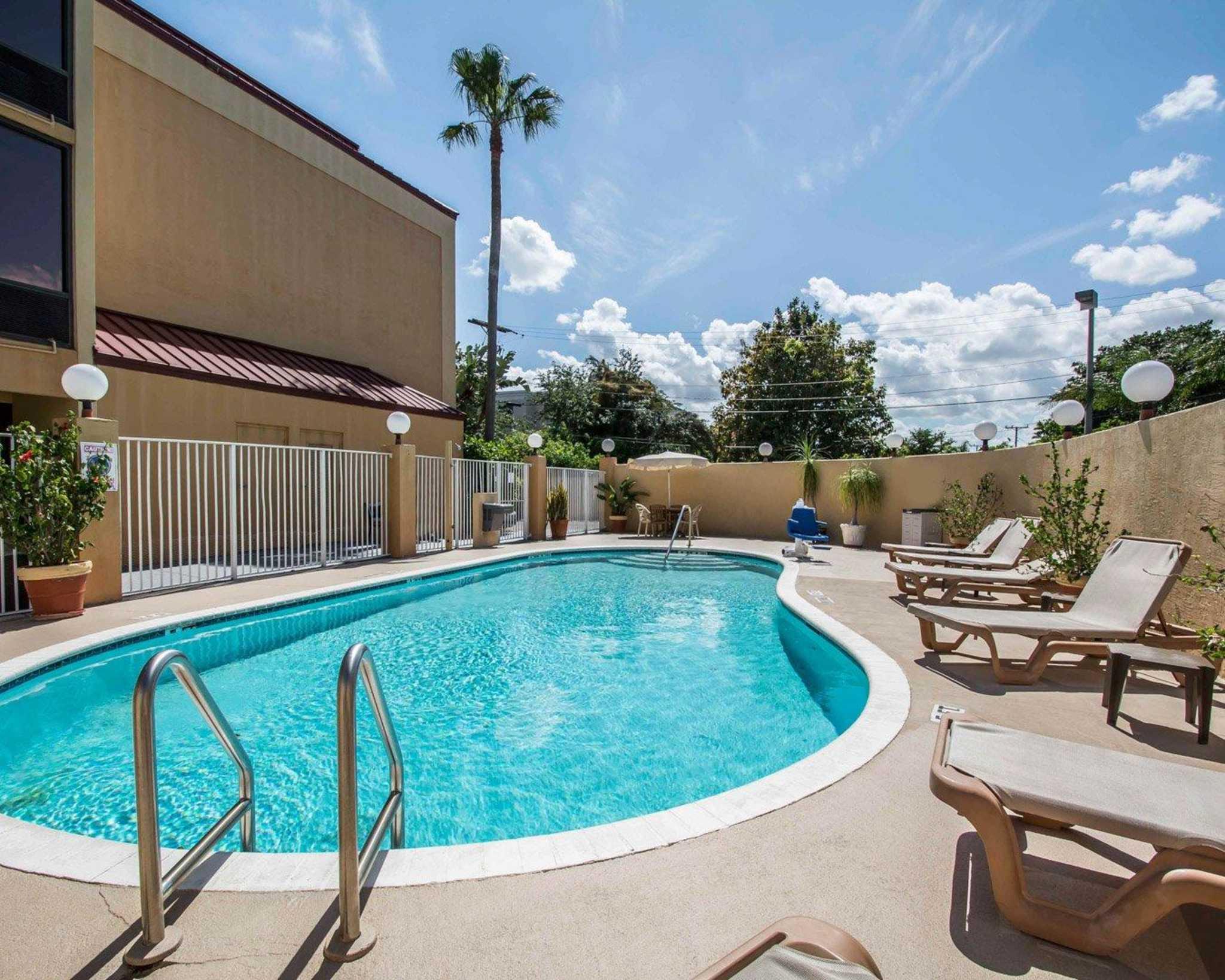 comfort inn suites lantana west palm beach south. Black Bedroom Furniture Sets. Home Design Ideas
