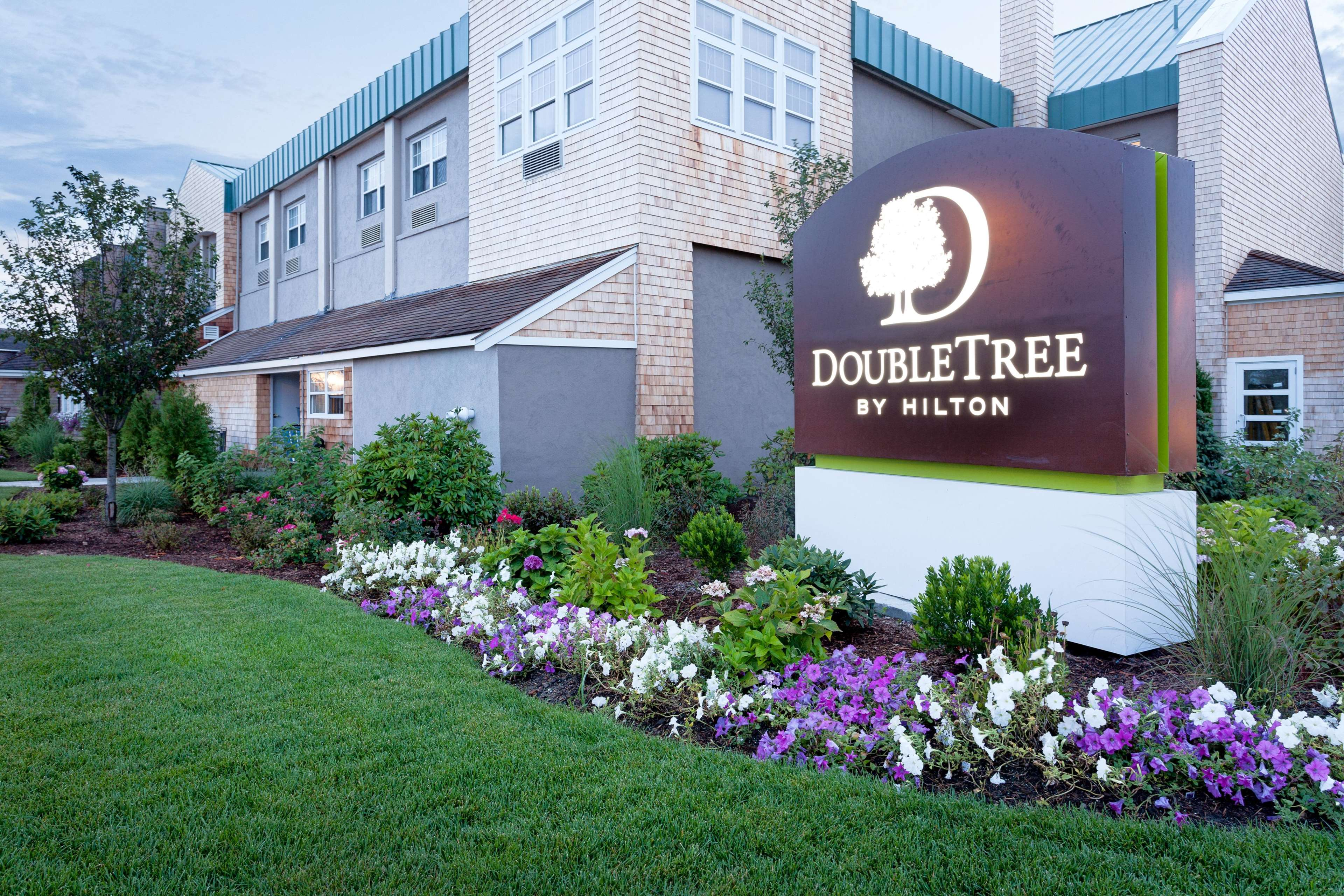 doubletree by hilton hotel cape cod hyannis hyannis. Black Bedroom Furniture Sets. Home Design Ideas