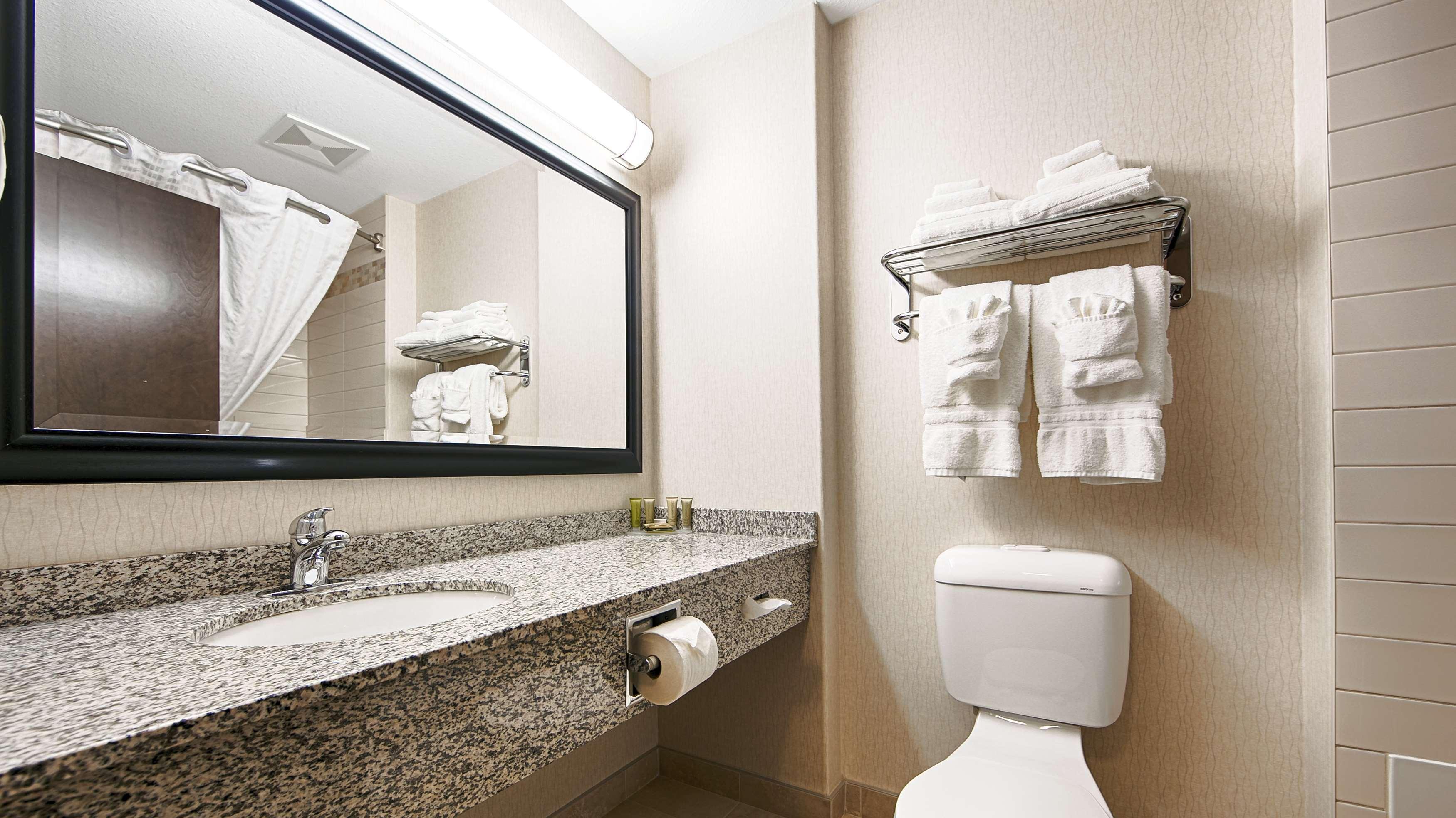 All guest bathrooms have a large van Best Western Wainwright Inn & Suites Wainwright (780)845-9934