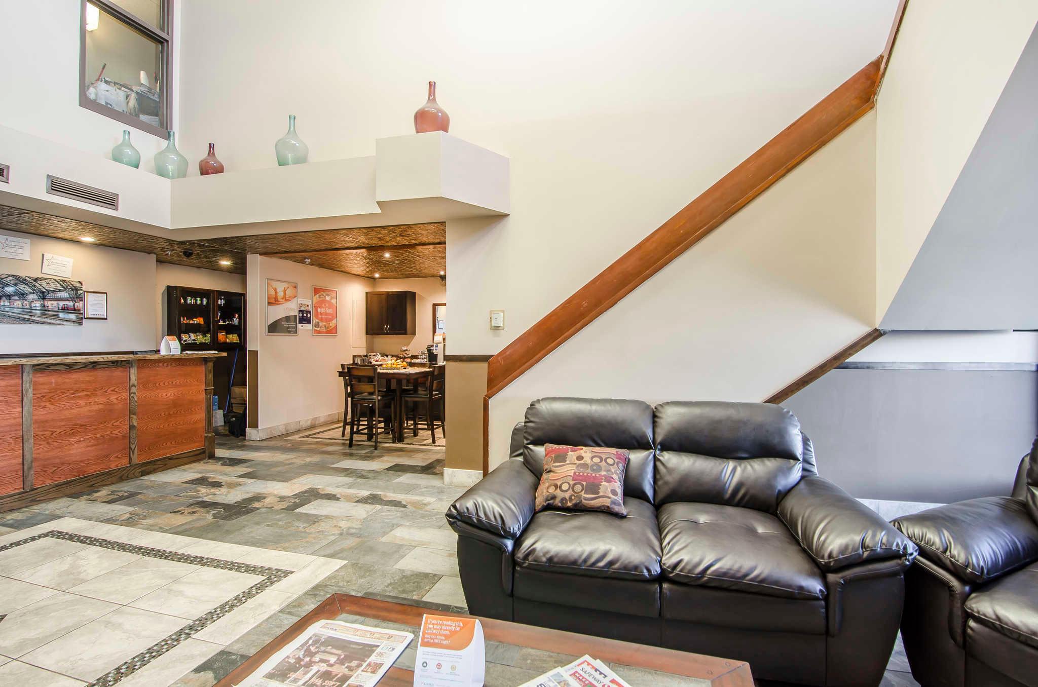 Econo Lodge Lloydminster (780)875-6101