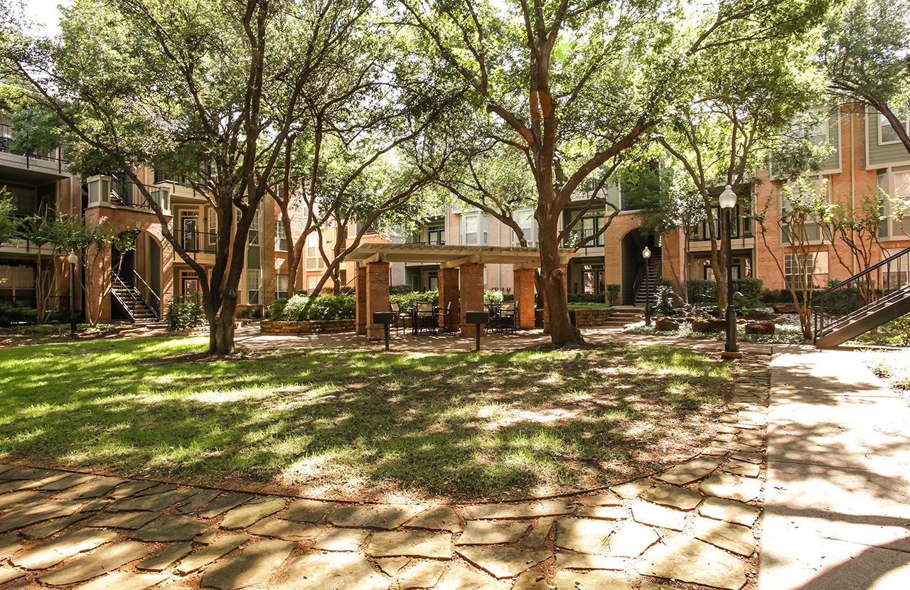 Arrive On University Apartment Homes Dallas Tx