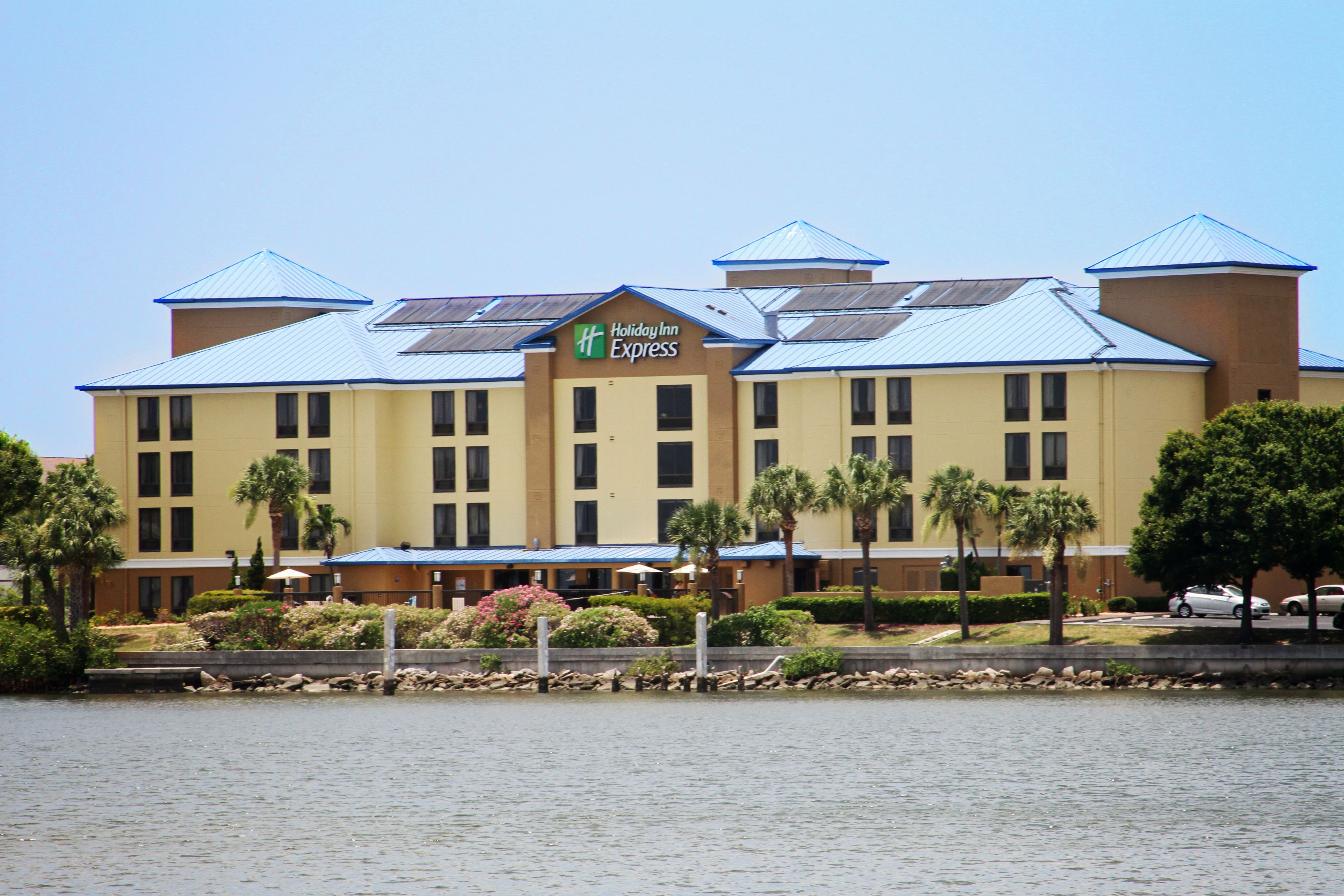 Holiday Inn Express Suites Tampa Usf Busch Gardens Tampa Florida Fl