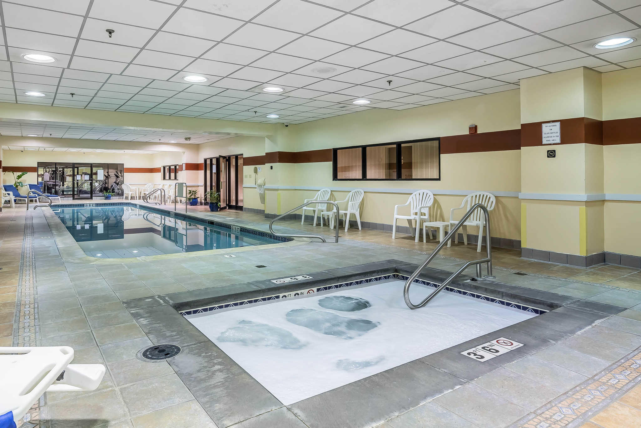 Quality inn in portsmouth nh 03801 for Hotels in portsmouth with swimming pool