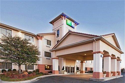 Holiday Inn Express & Suites Oklahoma City-Arpt-Meridian Av - ad image