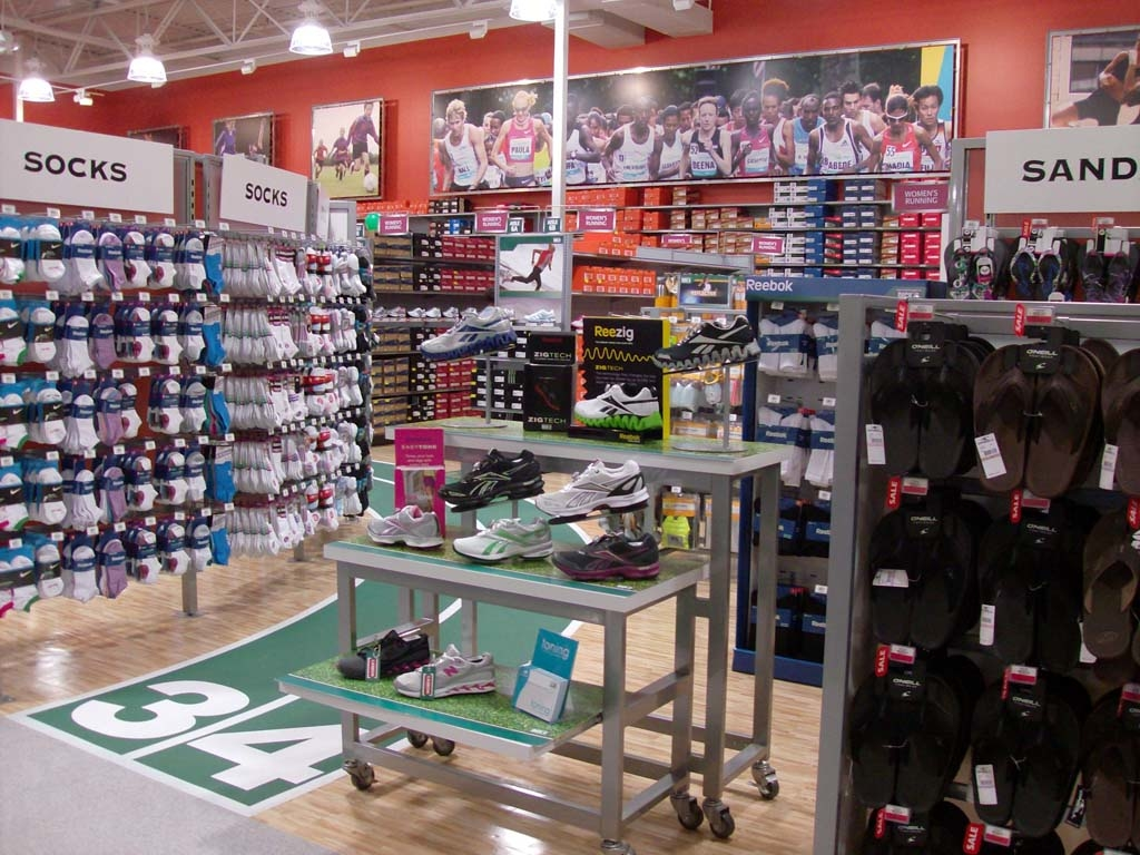 DICK'S Sporting Goods is an Equal Opportunity Employer. Uphold DICK'S Sporting Goods standards for merchandise presentation and stockroom organization Be the first to see new Dicks Sporting Good jobs in Bakersfield, CA. My email: Also get an email with jobs recommended just for me. Sales Associate salaries in Bakersfield, CA.