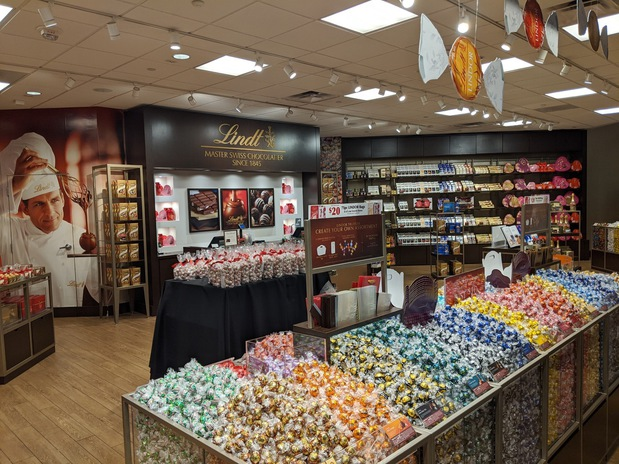 Image 3 | Lindt Chocolate Shop
