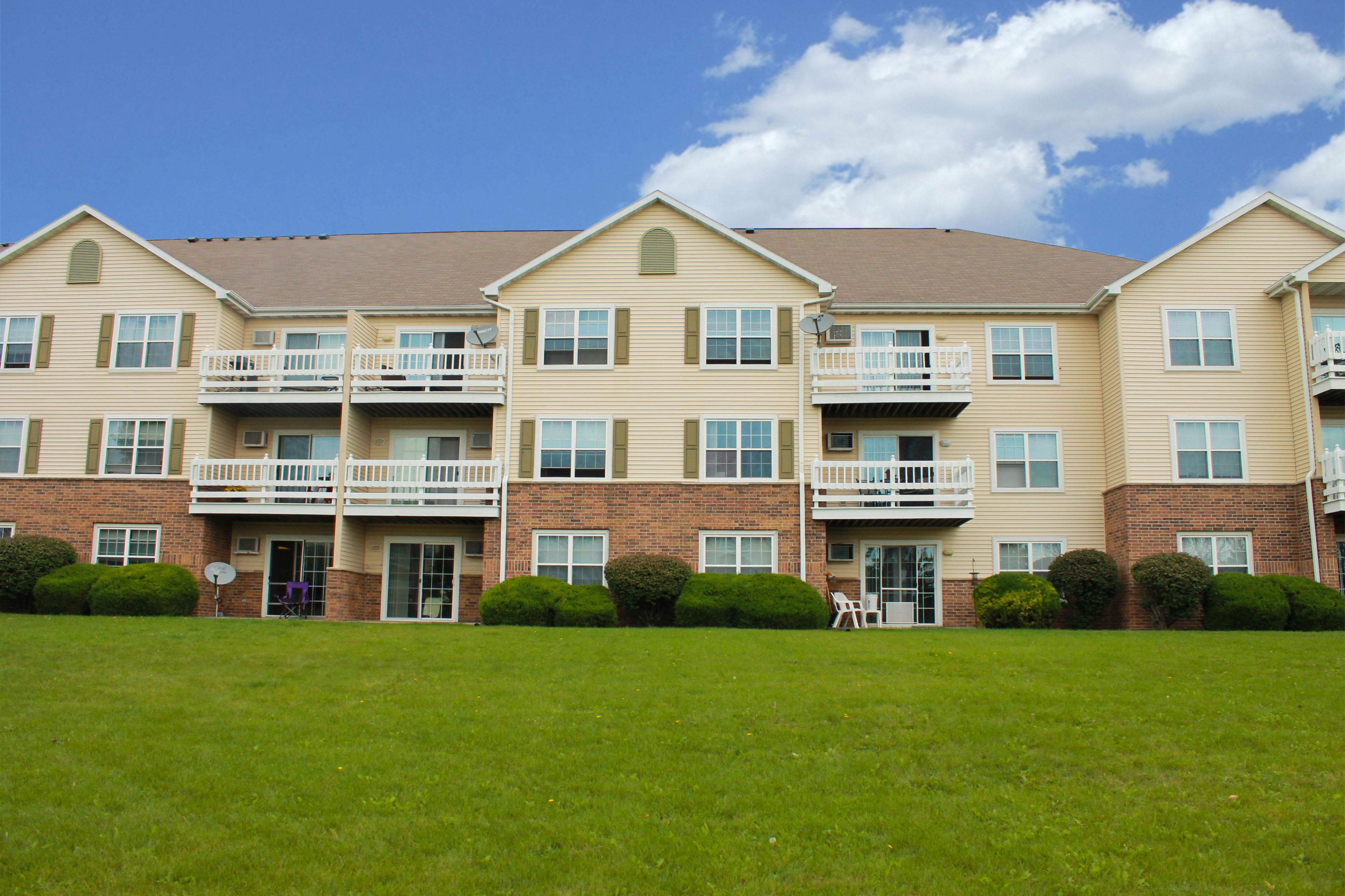 Riverwood Apartments In Kenosha Wi 53142