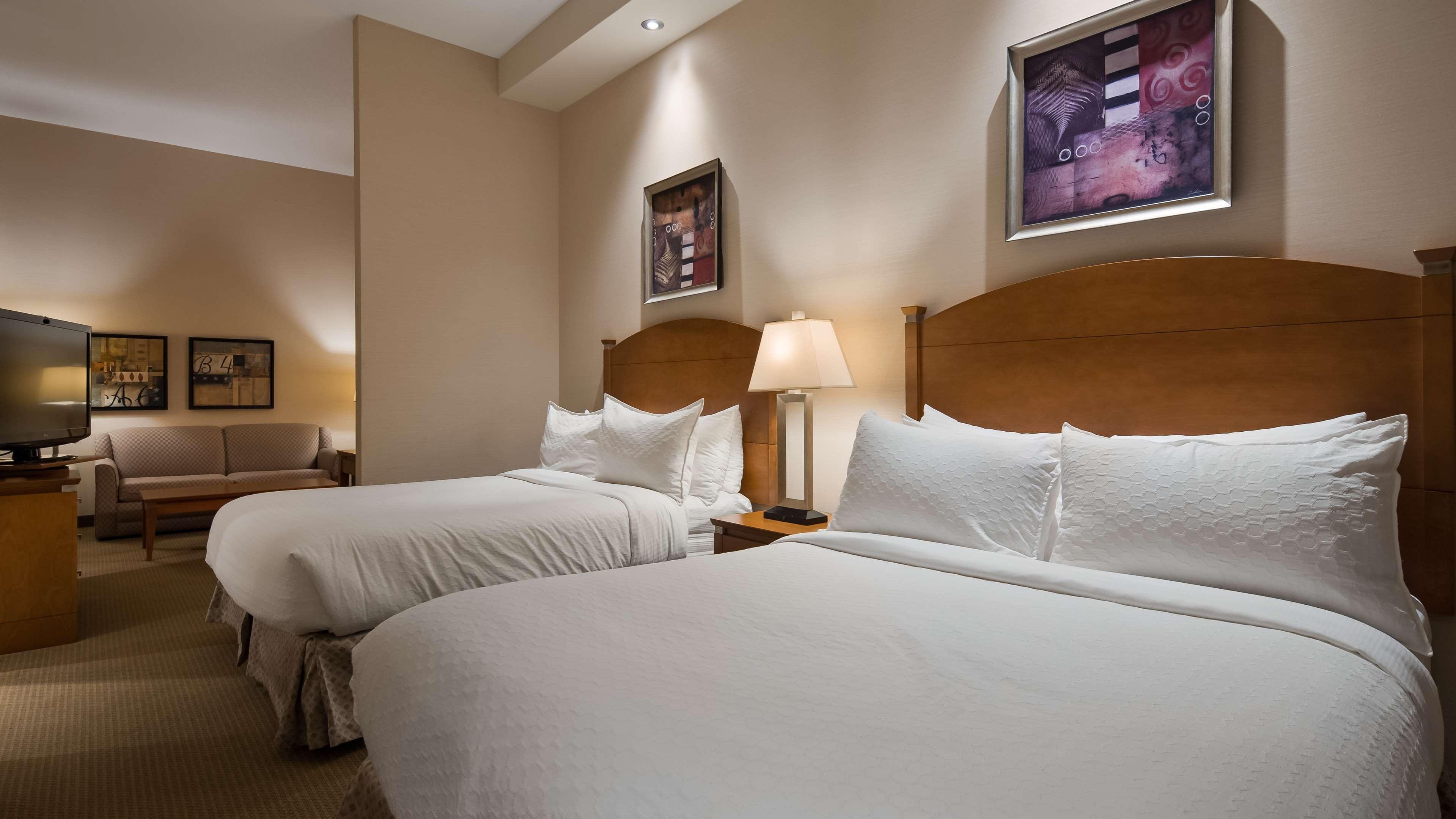 Two Queens Guest Room Best Western Plus Orangeville Inn & Suites Orangeville (519)941-3311