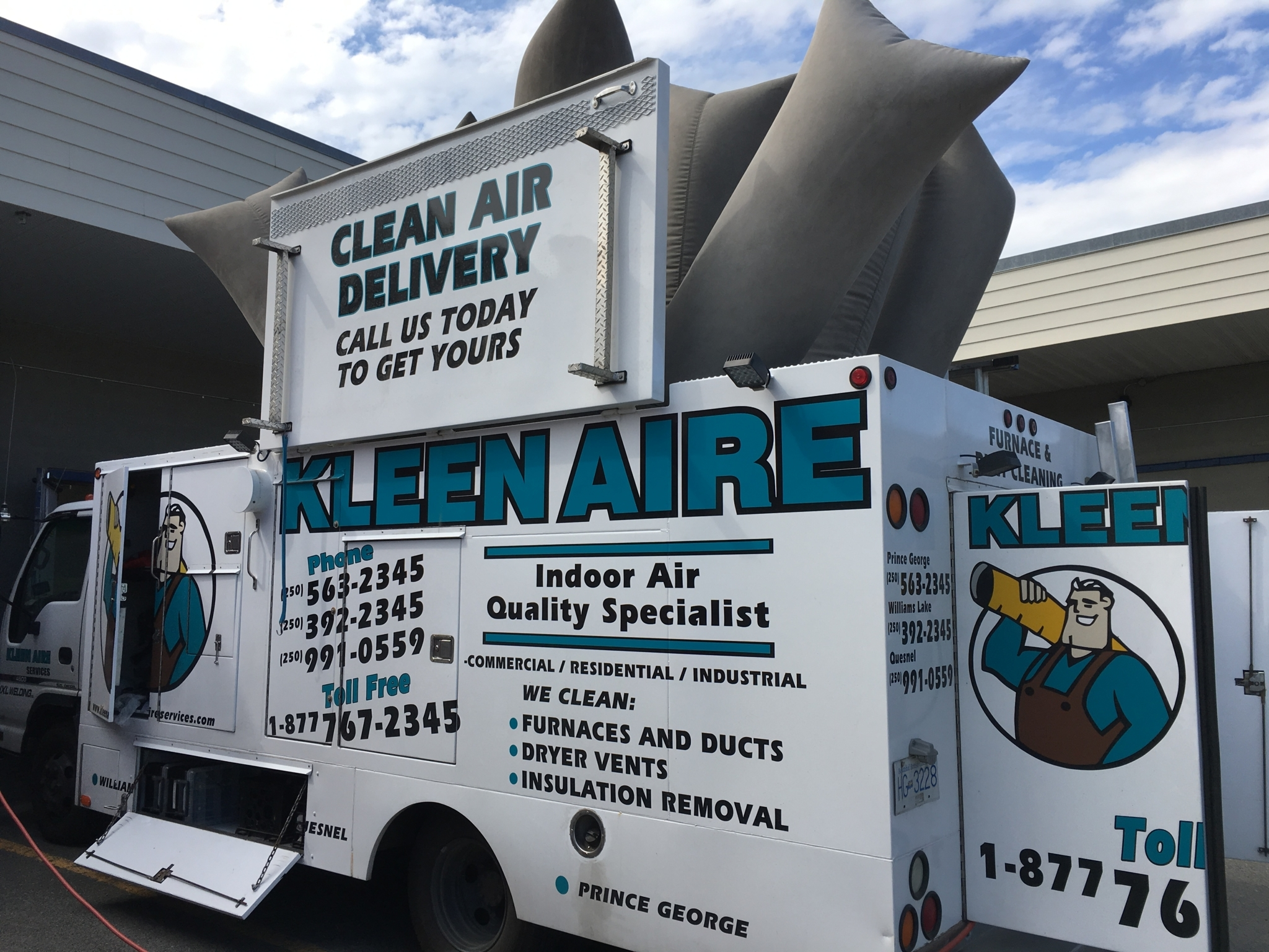 Kleen Aire Services in Williams Lake: The truck in work mode