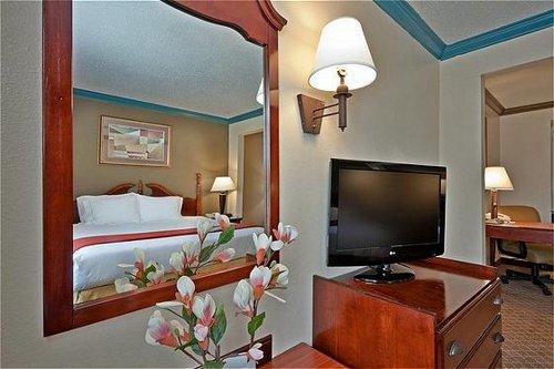 Holiday Inn Express & Suites Austin North Central - Austin, TX -