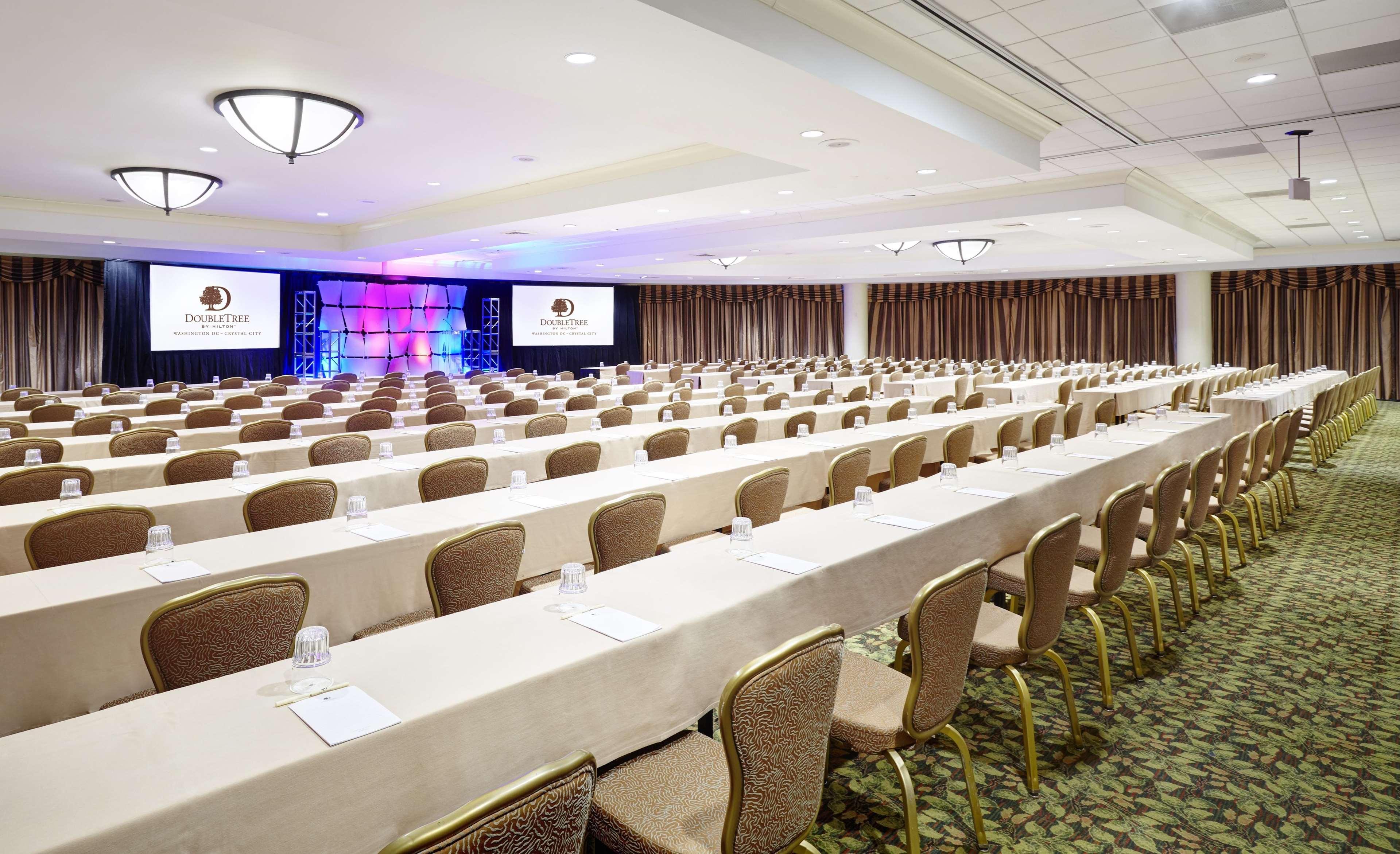 Pentagon Dining Room Doubletree By Hilton Hotel Washington Dc Crystal City