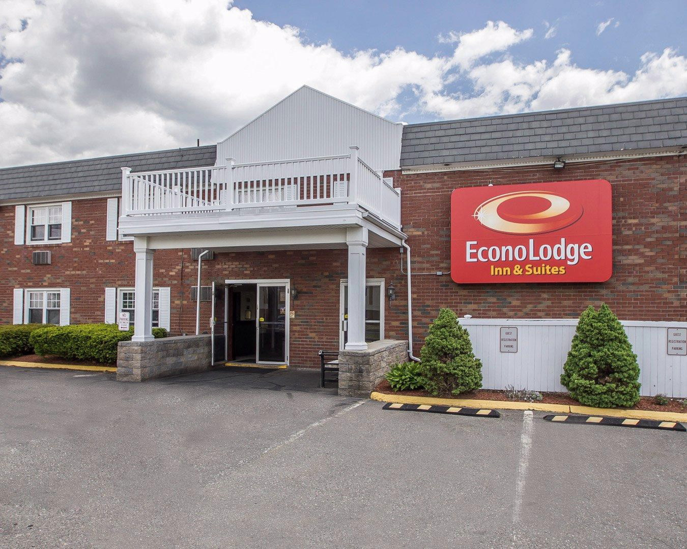 Econo Lodge Inn  U0026 Suites Airport  Windsor Locks Connecticut  Ct