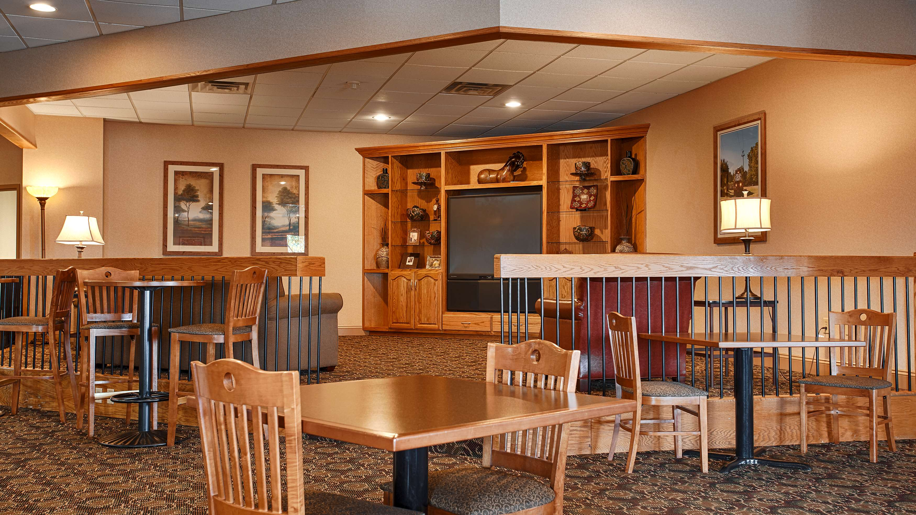 Best Western Crossroads Of The Bluffs Council Bluffs Iowa Ia