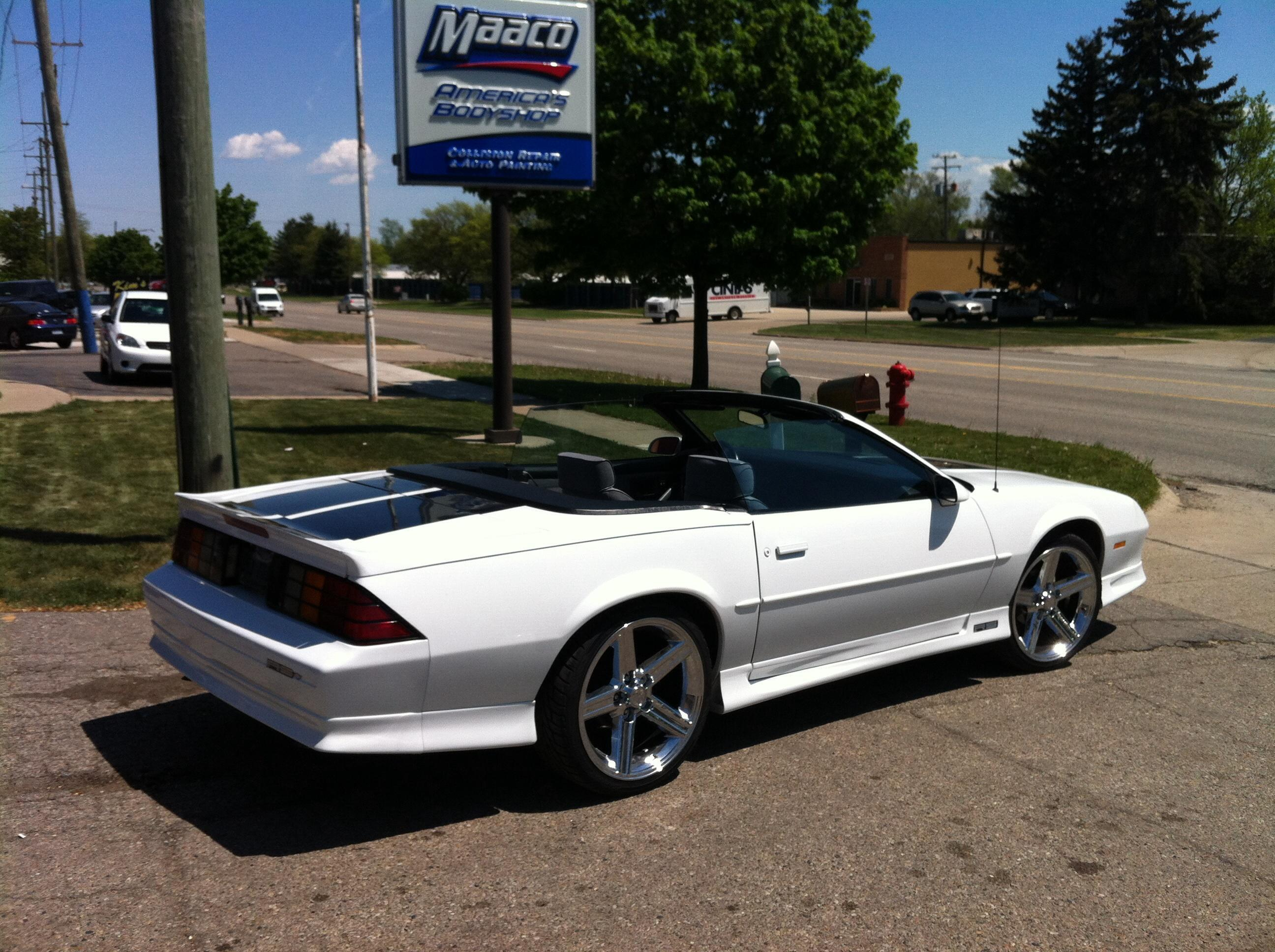 Maaco collision repair auto painting in farmington mi for Maaco paint and body