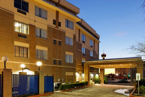 Holiday Inn Express Amp Suites San Antonio Rivercenter Area