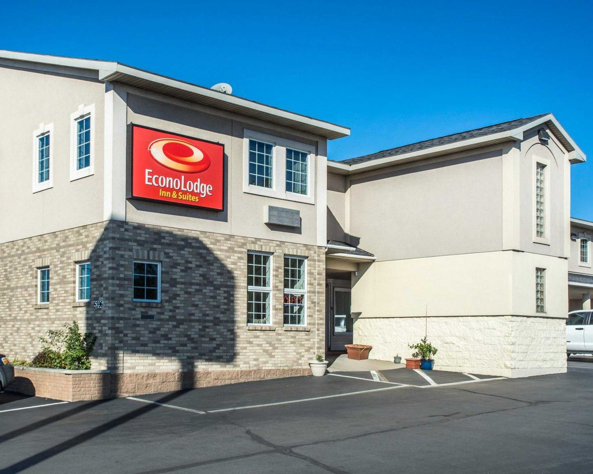Econo Lodge Inn  U0026 Suites Airport  North Syracuse New York  Ny