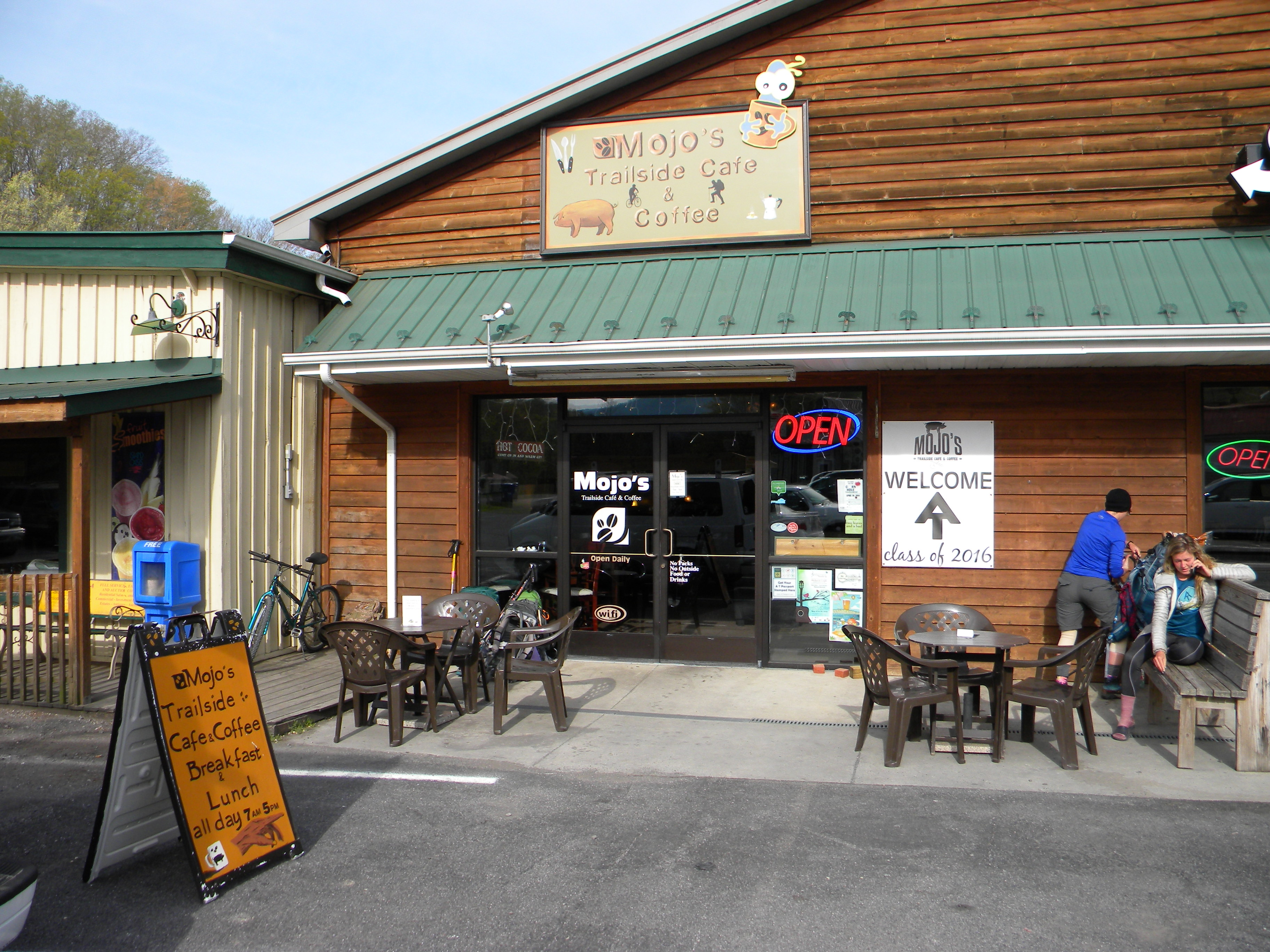 Mojo's Trailside Cafe & Coffee