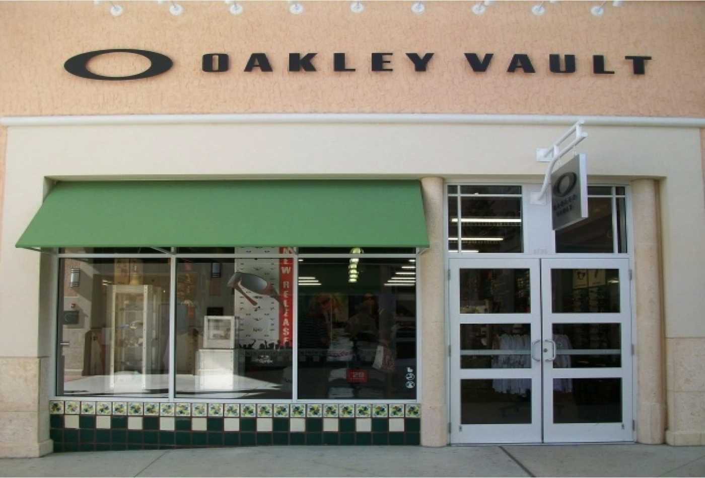official oakley outlet  the official oakley outlet store: the oakley vault at orlando premium outlets vineland ave.. shop oakley sunglasses, goggles, apparel, and more up to 50%