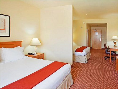 Holiday Inn Express & Suites Fremont - Milpitas Central image 1
