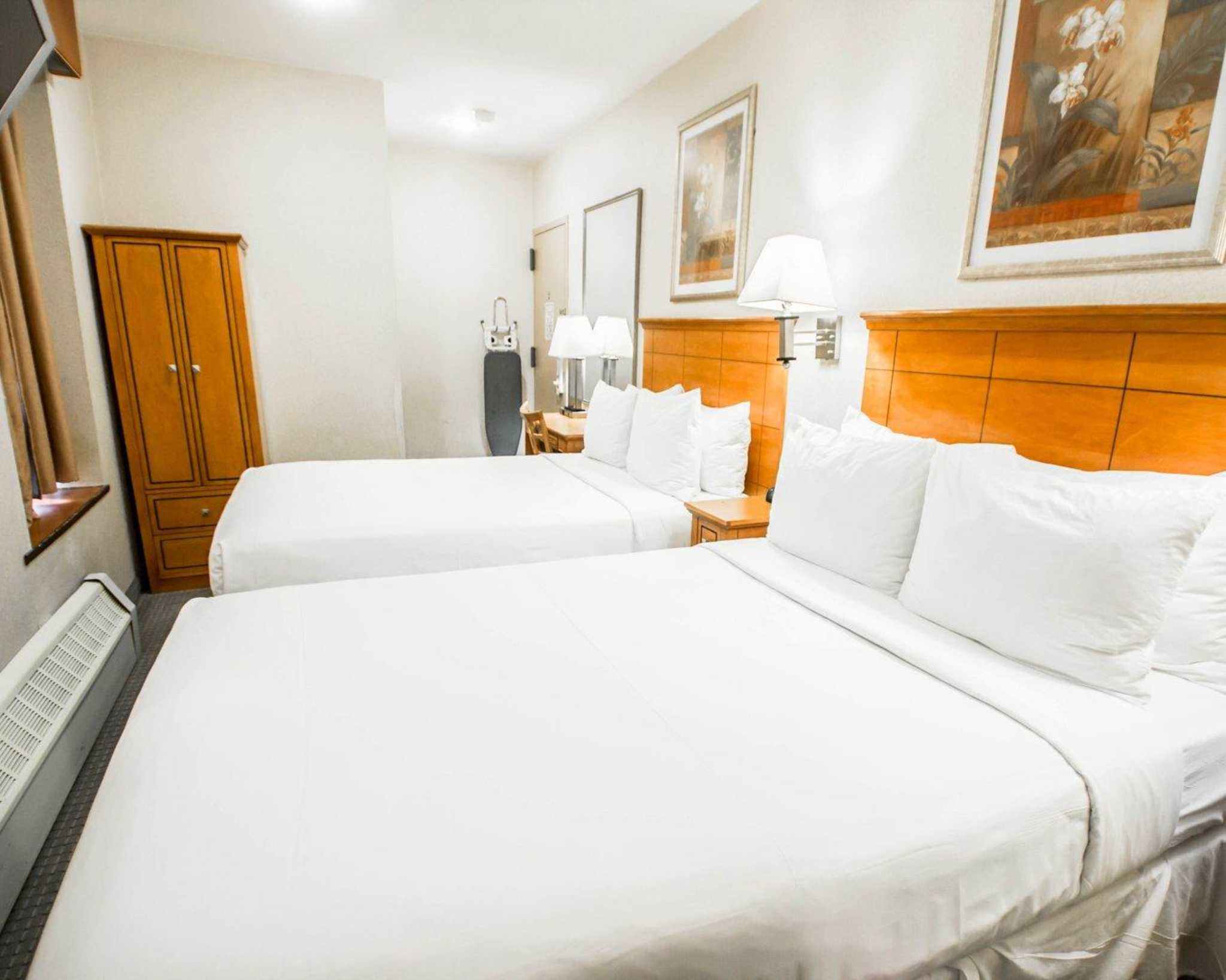 Hotels in New York City, NY with FREE Breakfast (Details