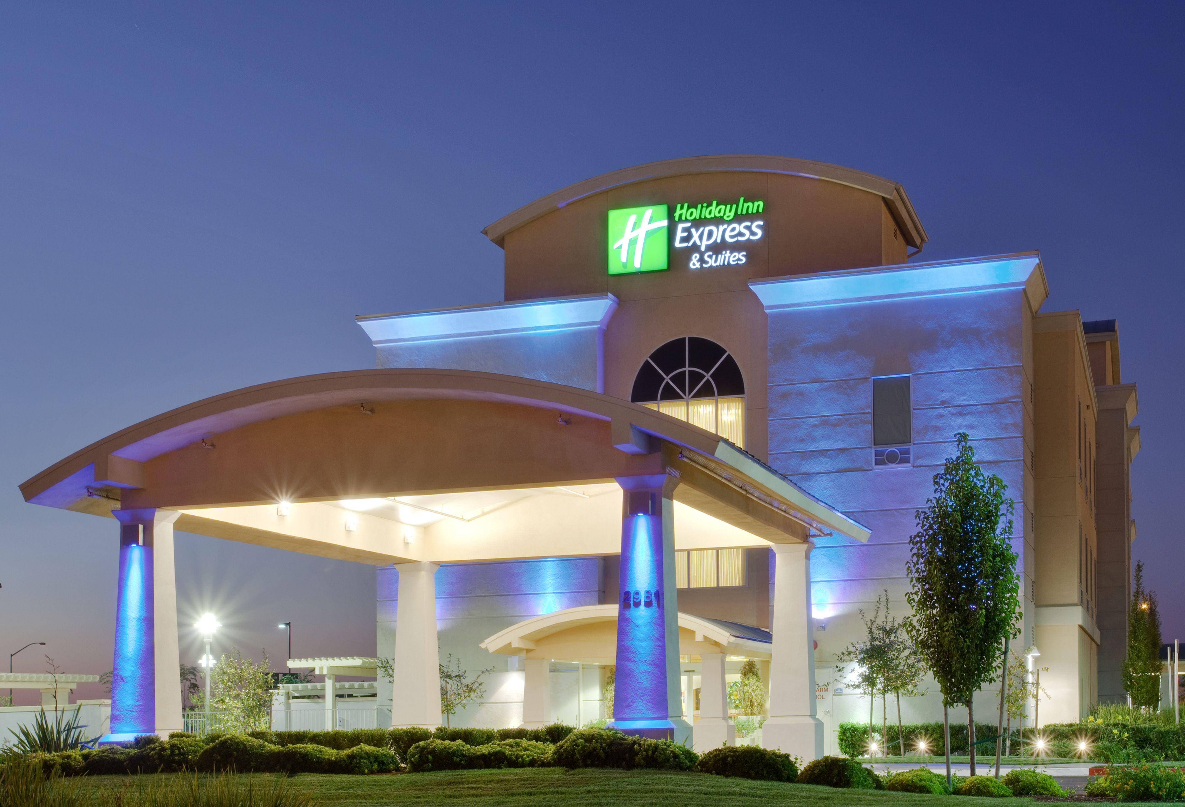 Hotels Near E Dq