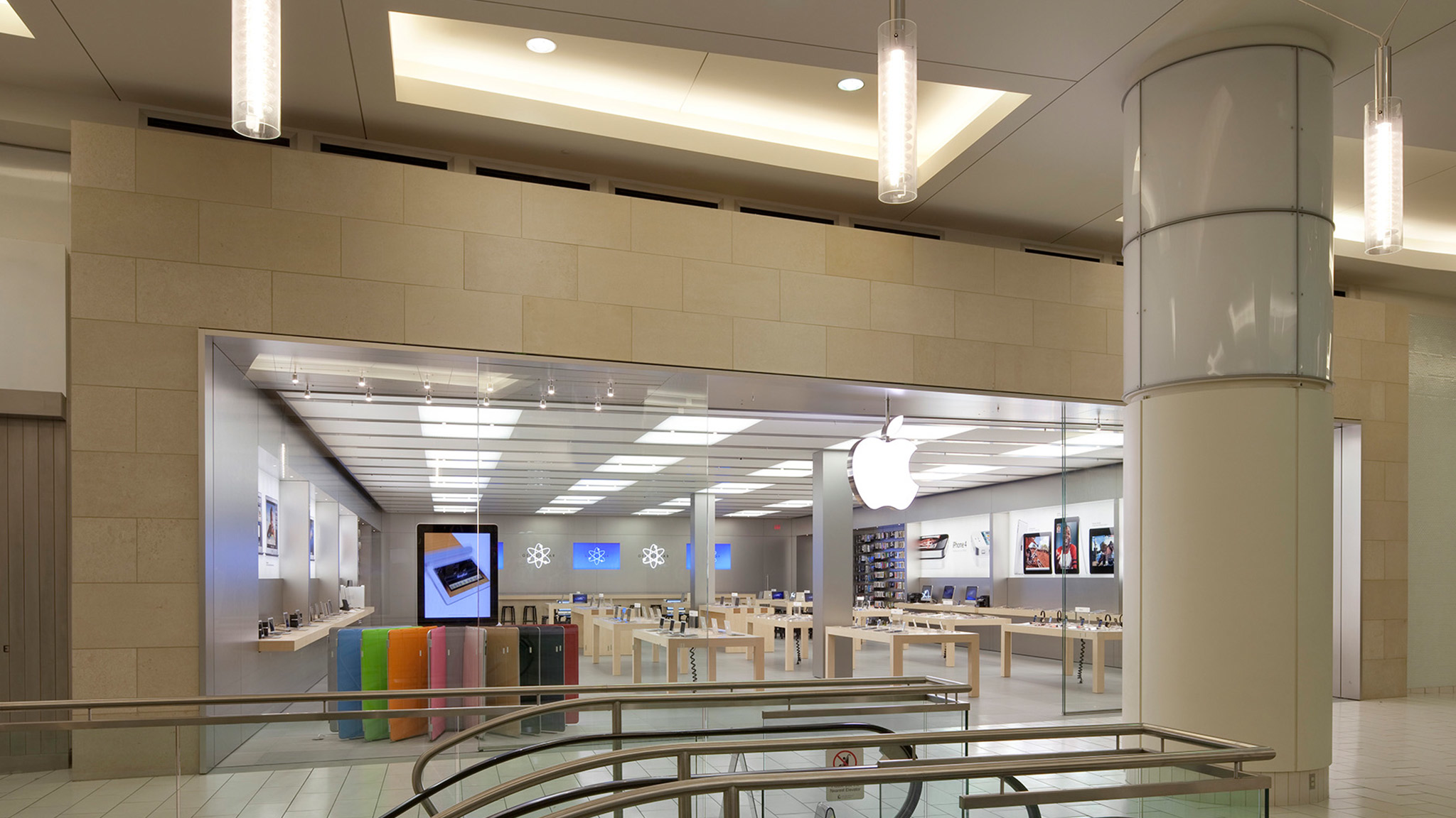 Apple Metrotown - Burnaby, BC V5H 4J2 - (778)373-4810 | ShowMeLocal.com
