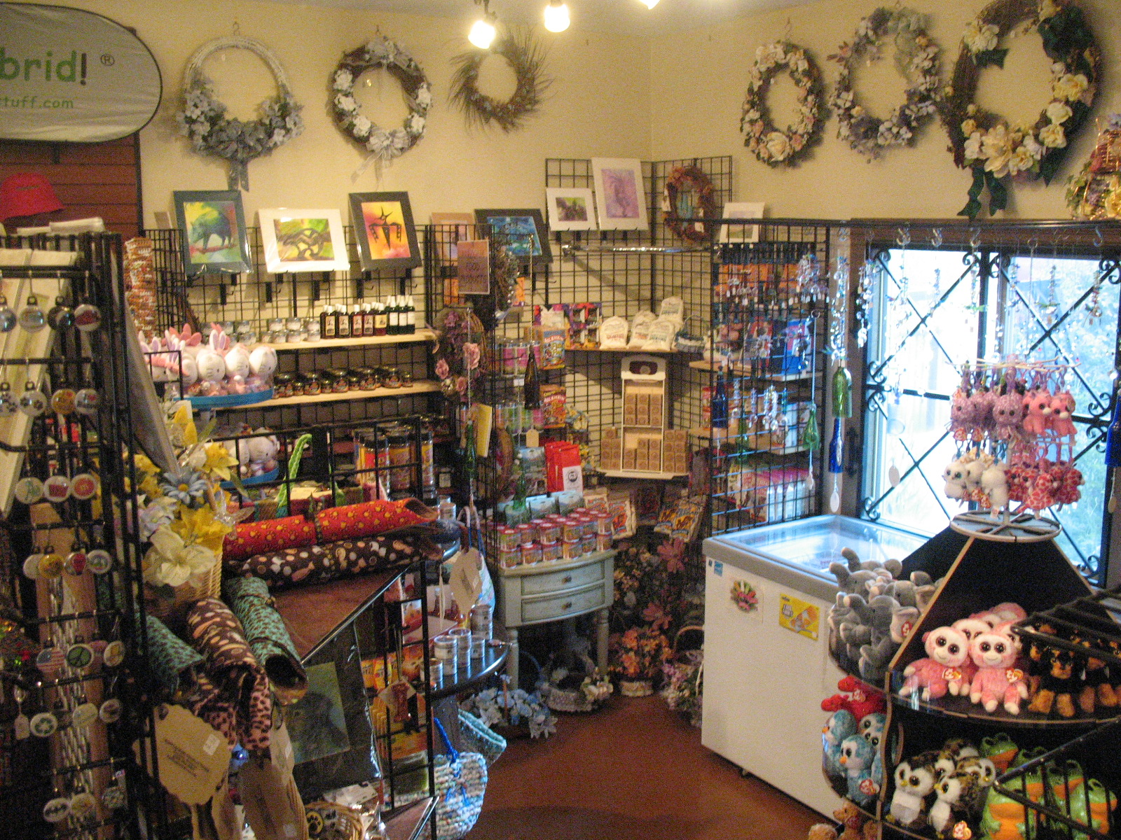 The dizzy lizard in tucson az 85747 for Michaels crafts hours of operation