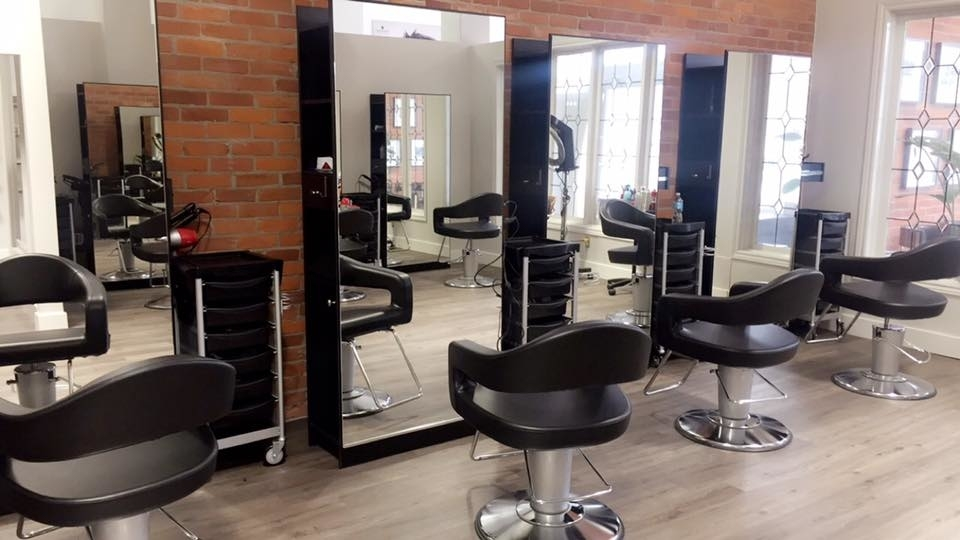 Wispers Hair & Day Spa in Cambridge: Hair Style Station