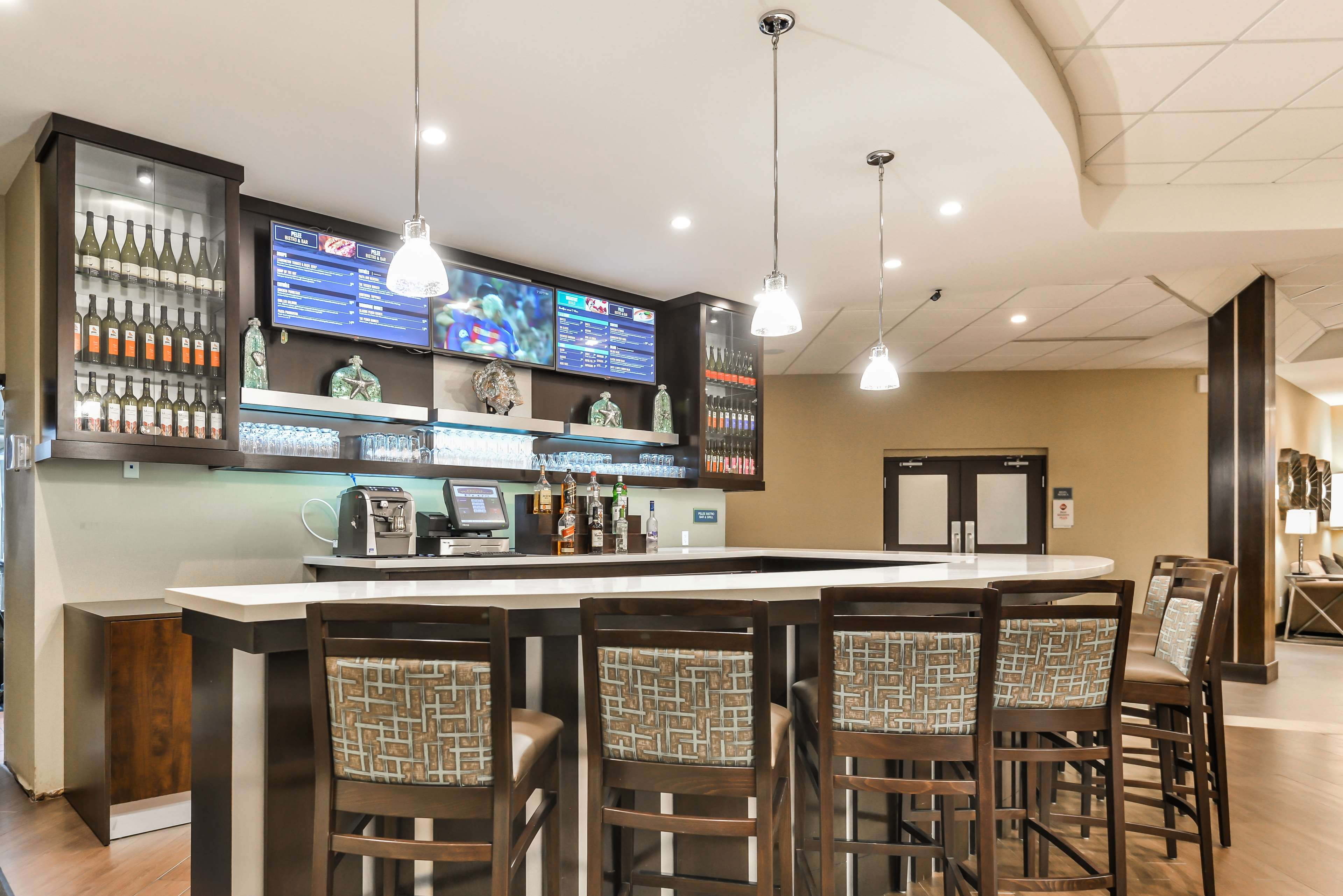 Bar/Lounge Best Western Plus Leamington Hotel & Conference Centre Leamington (519)326-8646
