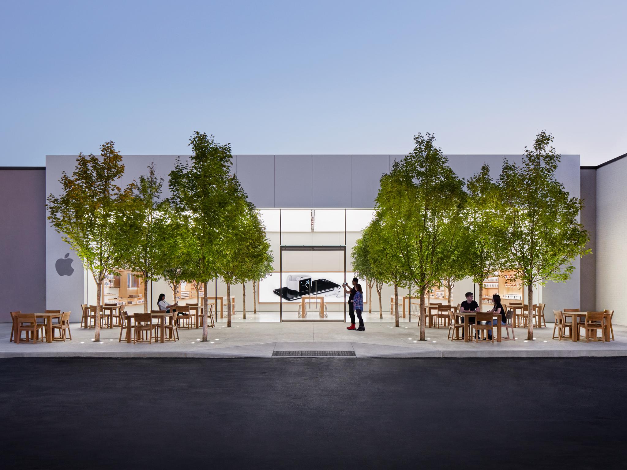 Apple The Fashion Mall at Keystone