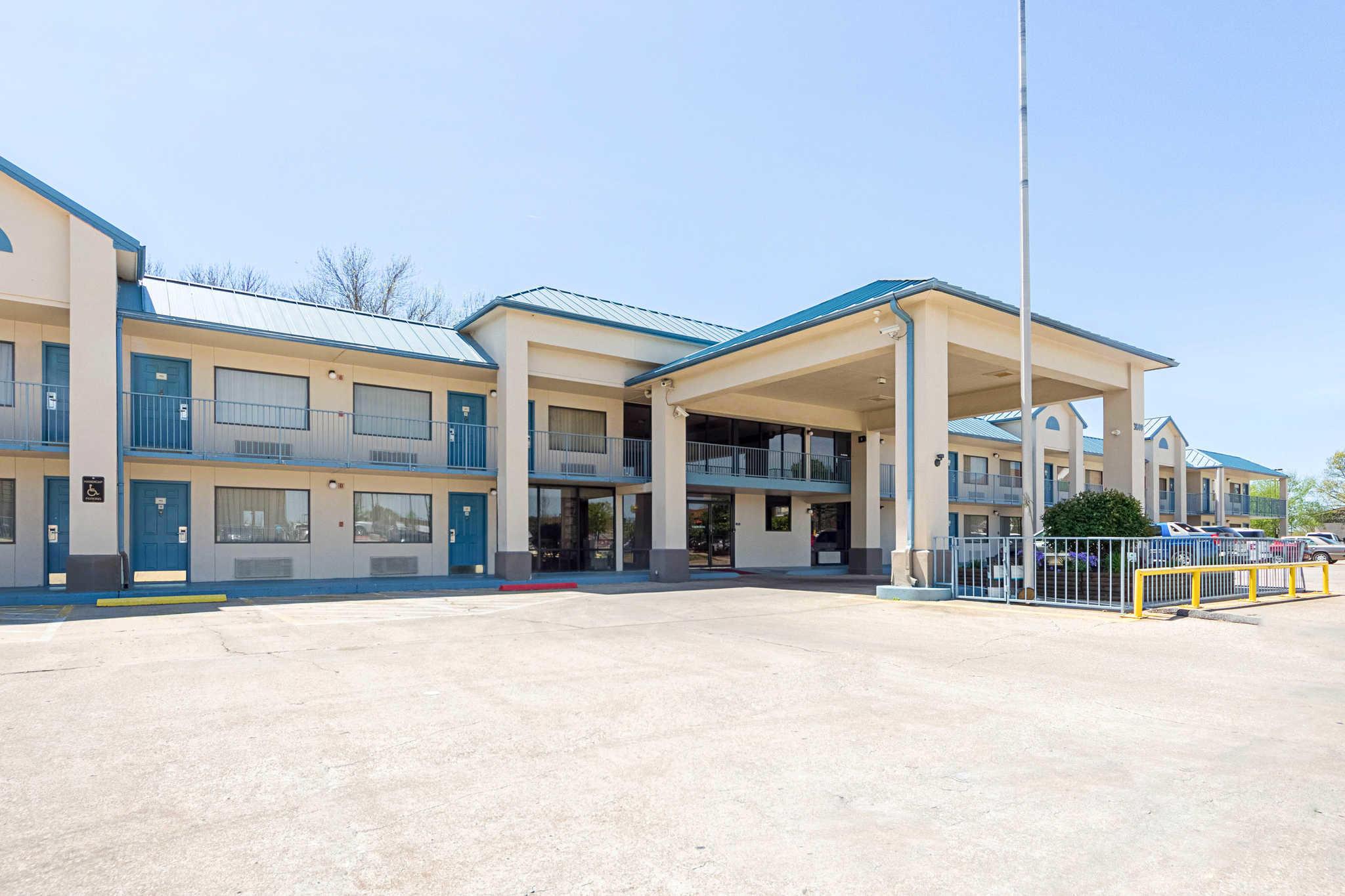 Econo Lodge Inn  U0026 Suites  Bentonville Arkansas  Ar