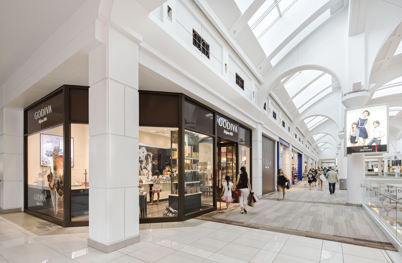 Menlo park mall shopping centers malls edison new jersey - Barnes and noble pembroke gardens ...