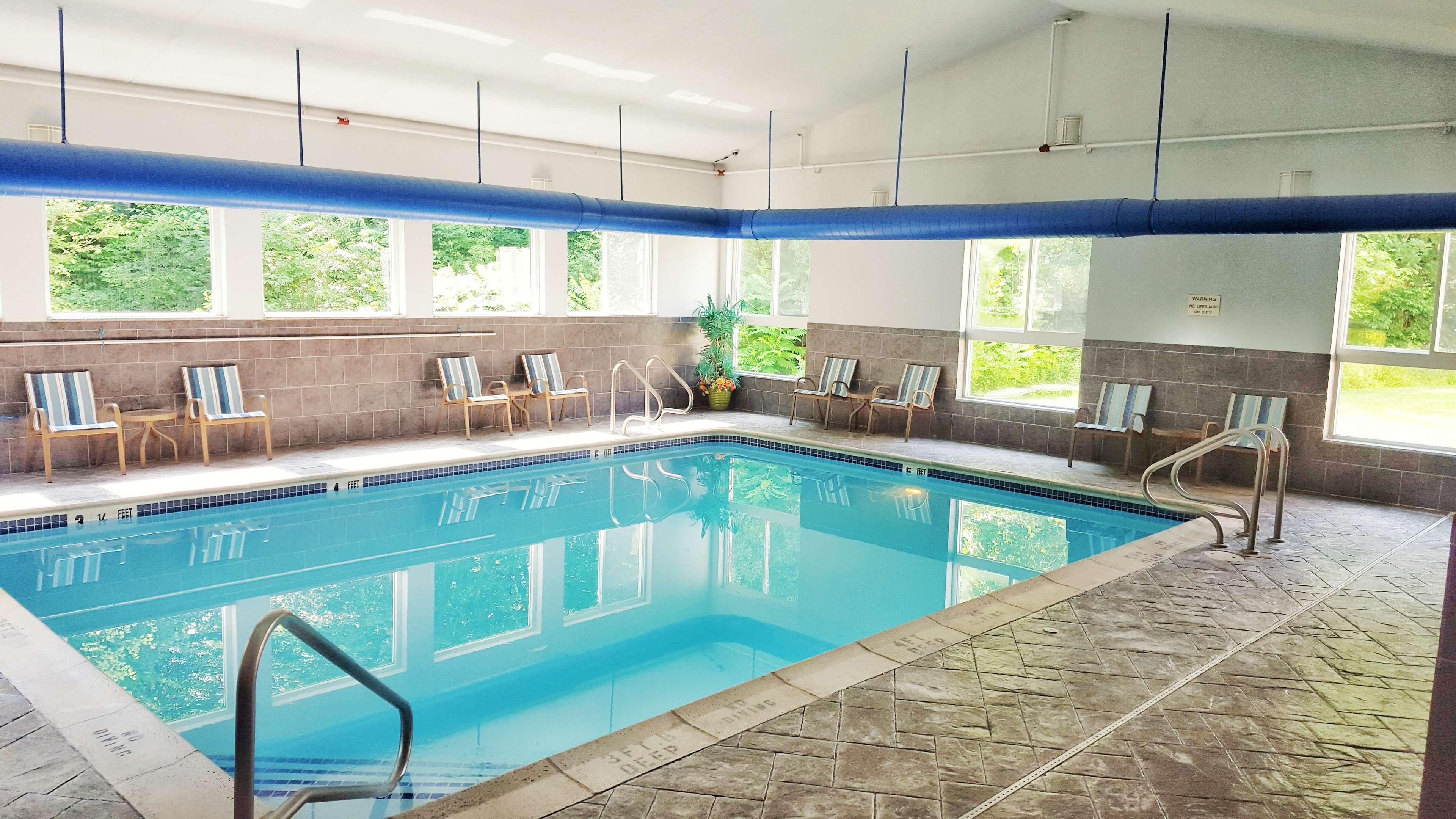 Best western plus new england inn suites berlin - Indoor swimming pool berlin ...