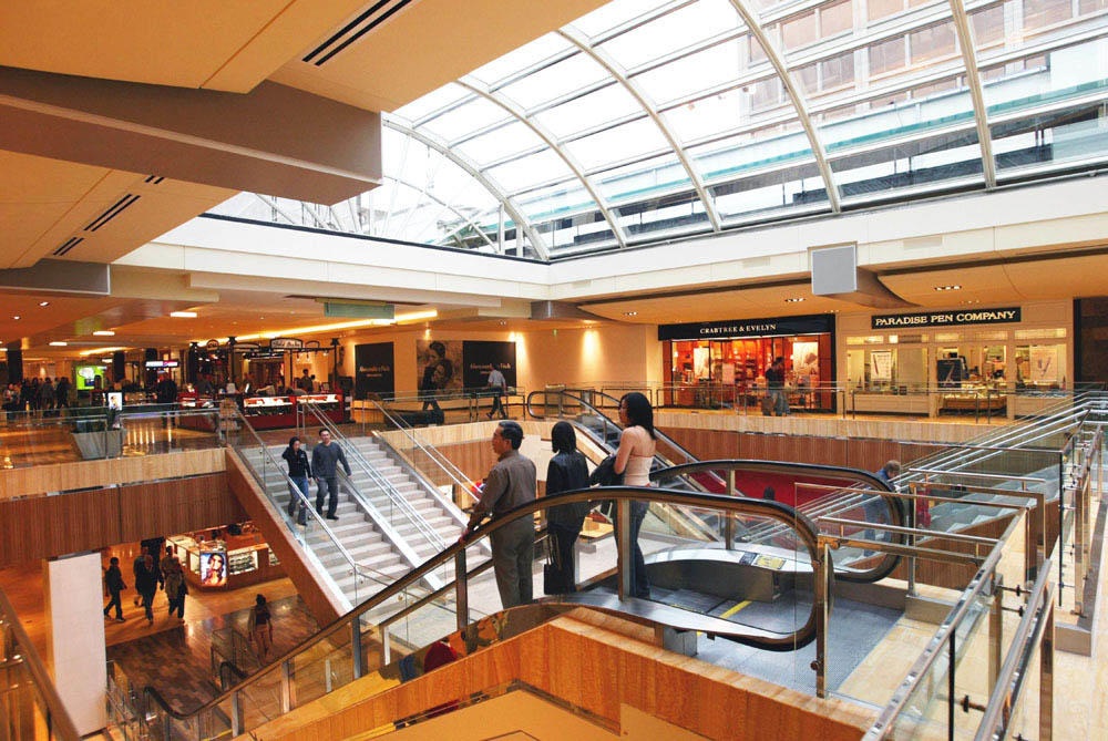 Dec 03,  · This mall is made in the traditional brick and mortar design for enclosed/indoor shopping. It is in a fantastic location with shops to satisfy even the pickiest.