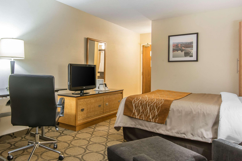Comfort Inn Magnetic Hill in Moncton: Queen suite