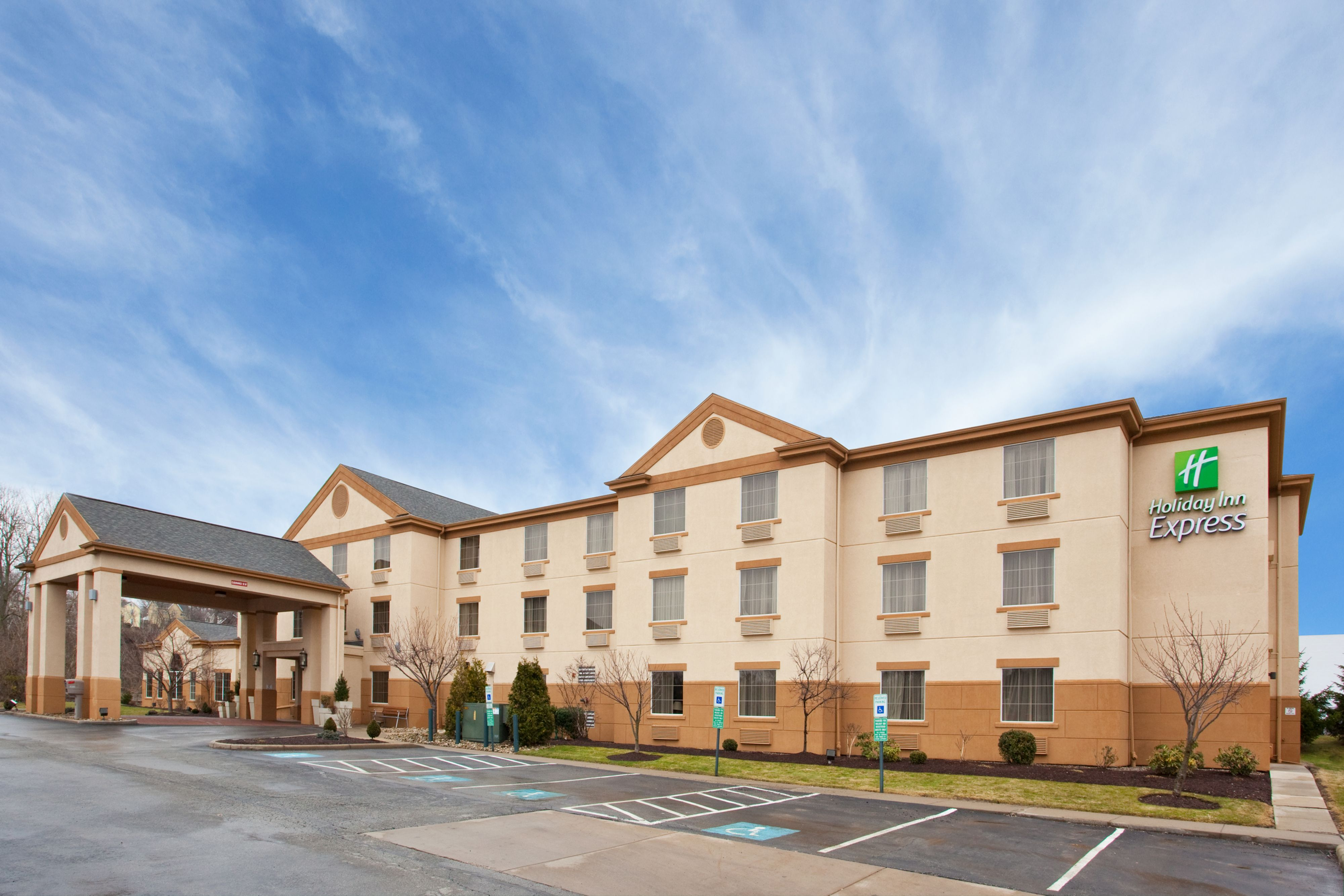 holiday inn express suites pittsburgh west green tree. Black Bedroom Furniture Sets. Home Design Ideas